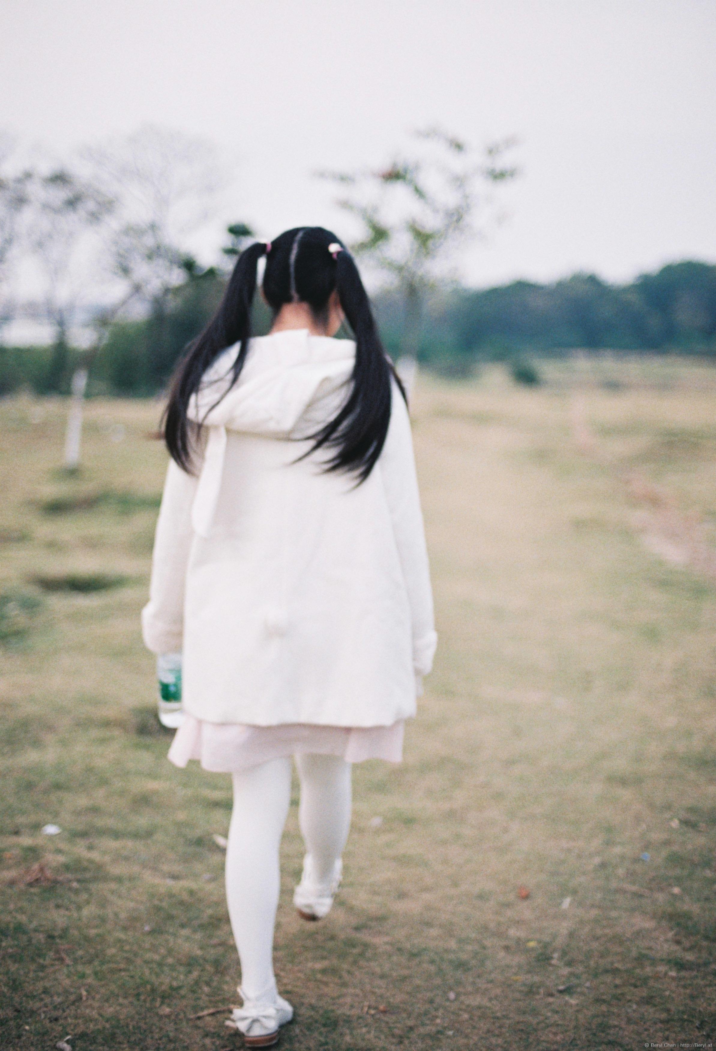Gambar gadis wanita putih imut film analog kaki bersih mode nikon gaun pengantin pengantin laki laki sepatu upacara terang foto