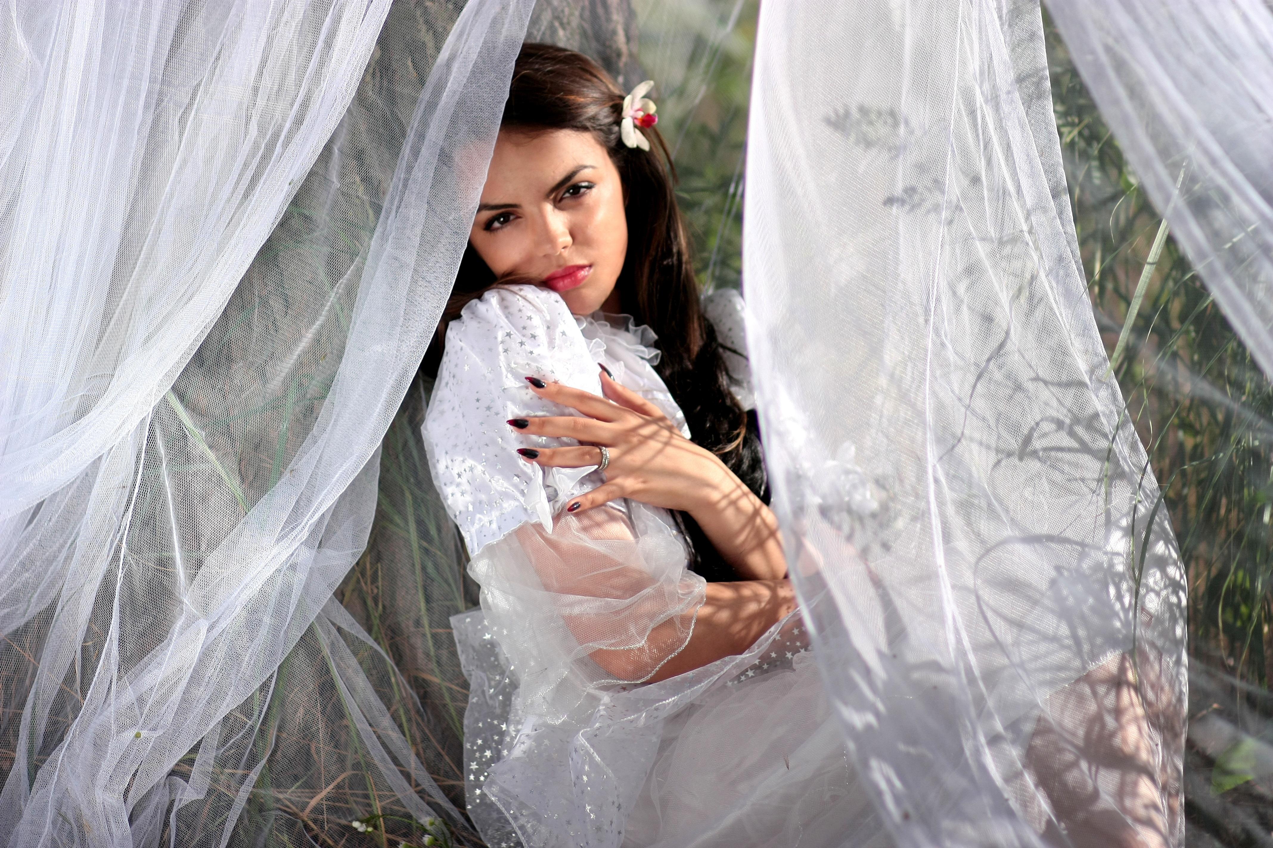 2f811db2 pige kvinde hvid fotografering bryllup bryllupskjole brud Brudgom langt hår  ceremoni kjole fotografi skønhed kjole slør