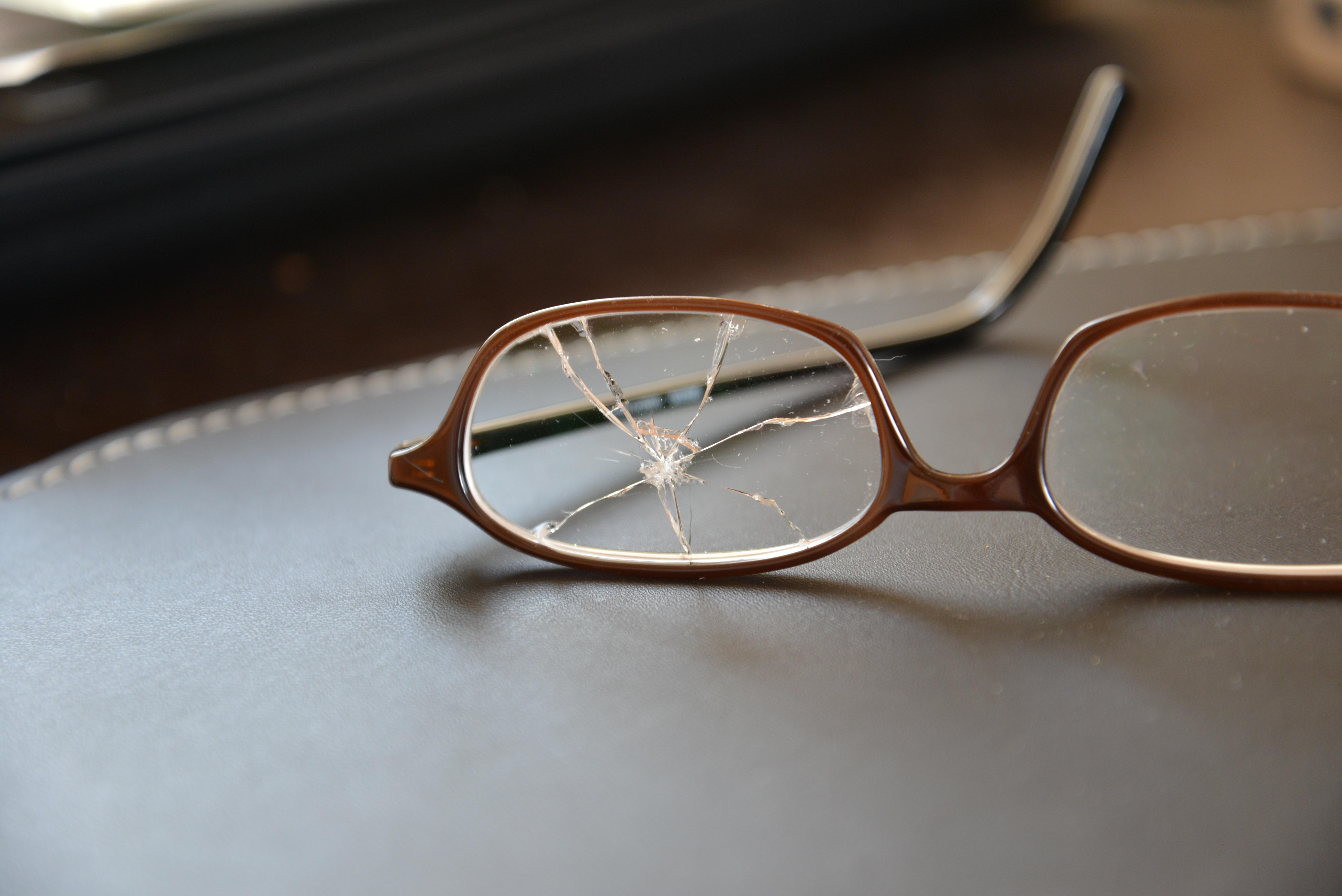 Fotos gratis : vaso, Gafas de sol, gafas, Cristal roto, Rotura de ...
