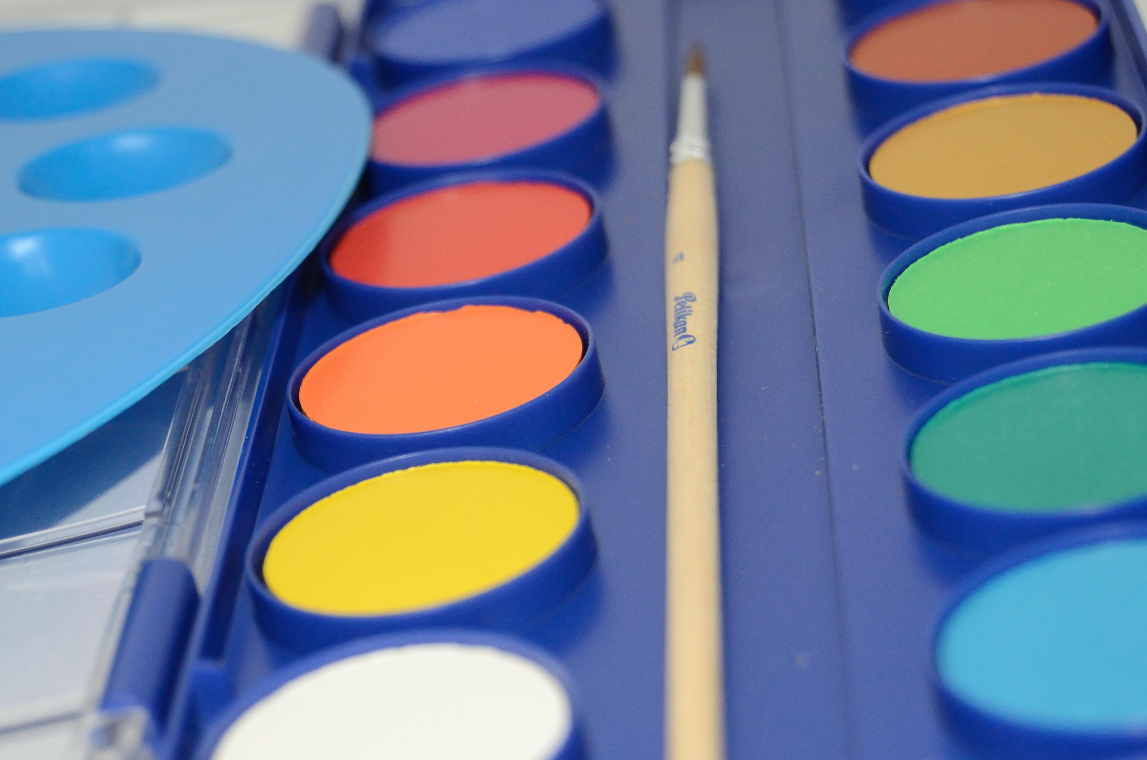 Gambar Kaca Jumlah Sikat Biru Kuning Lingkaran Lukisan