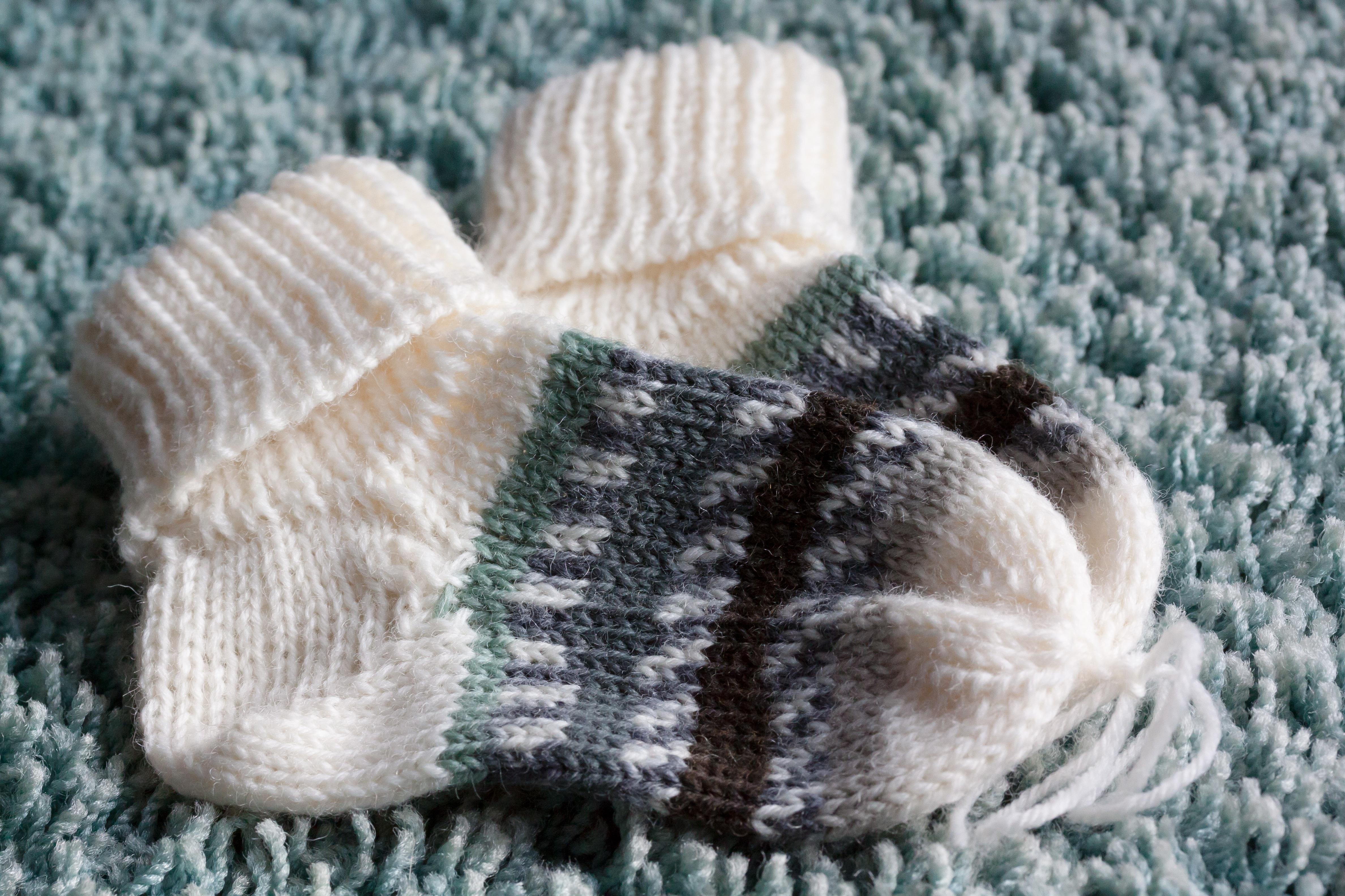 Fotos gratis : guante, pelaje, ropa, bebé, hilo, de lana, tejer ...