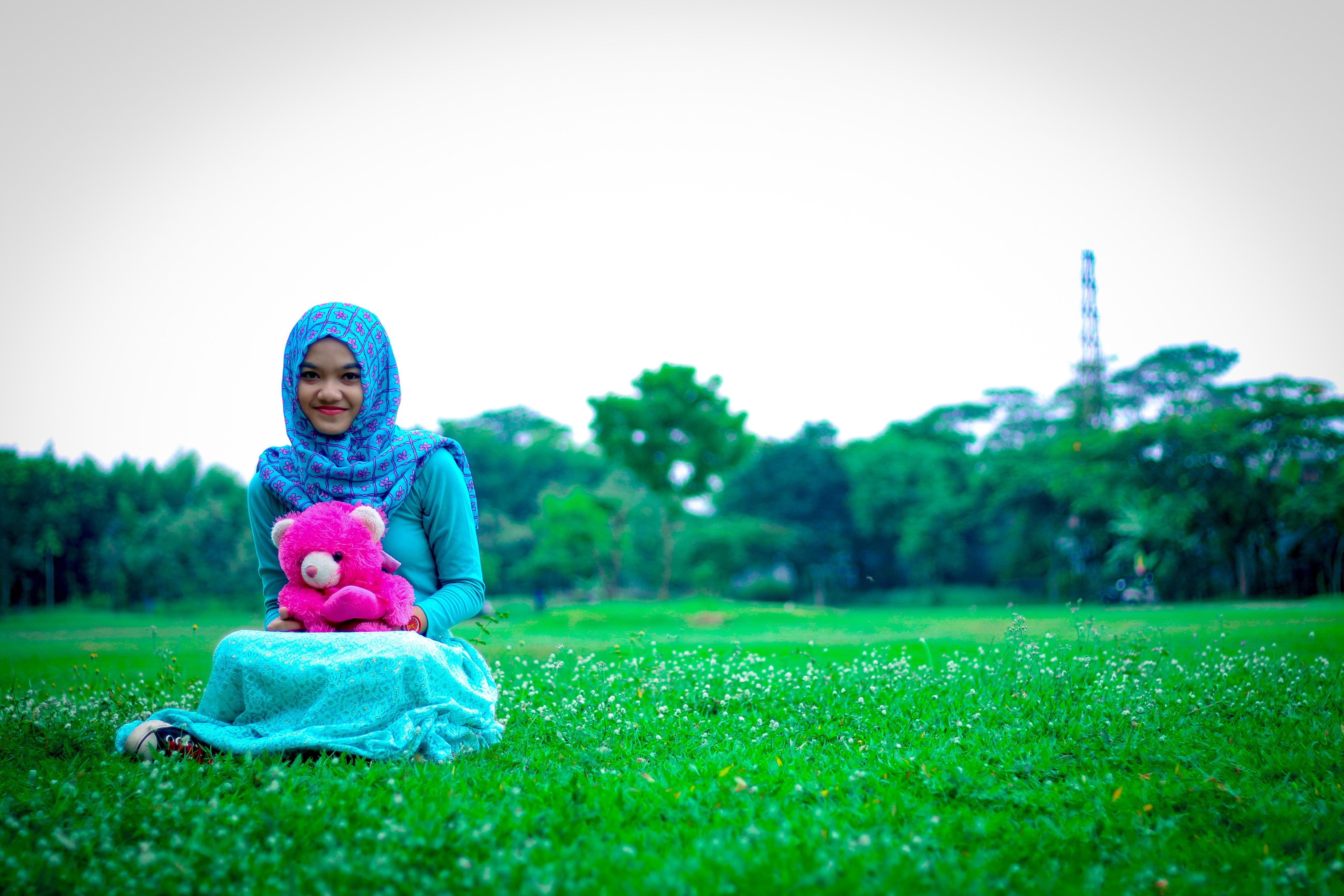 Gambar Halaman Rumput Fotografi Padang Rumput Bunga Duduk