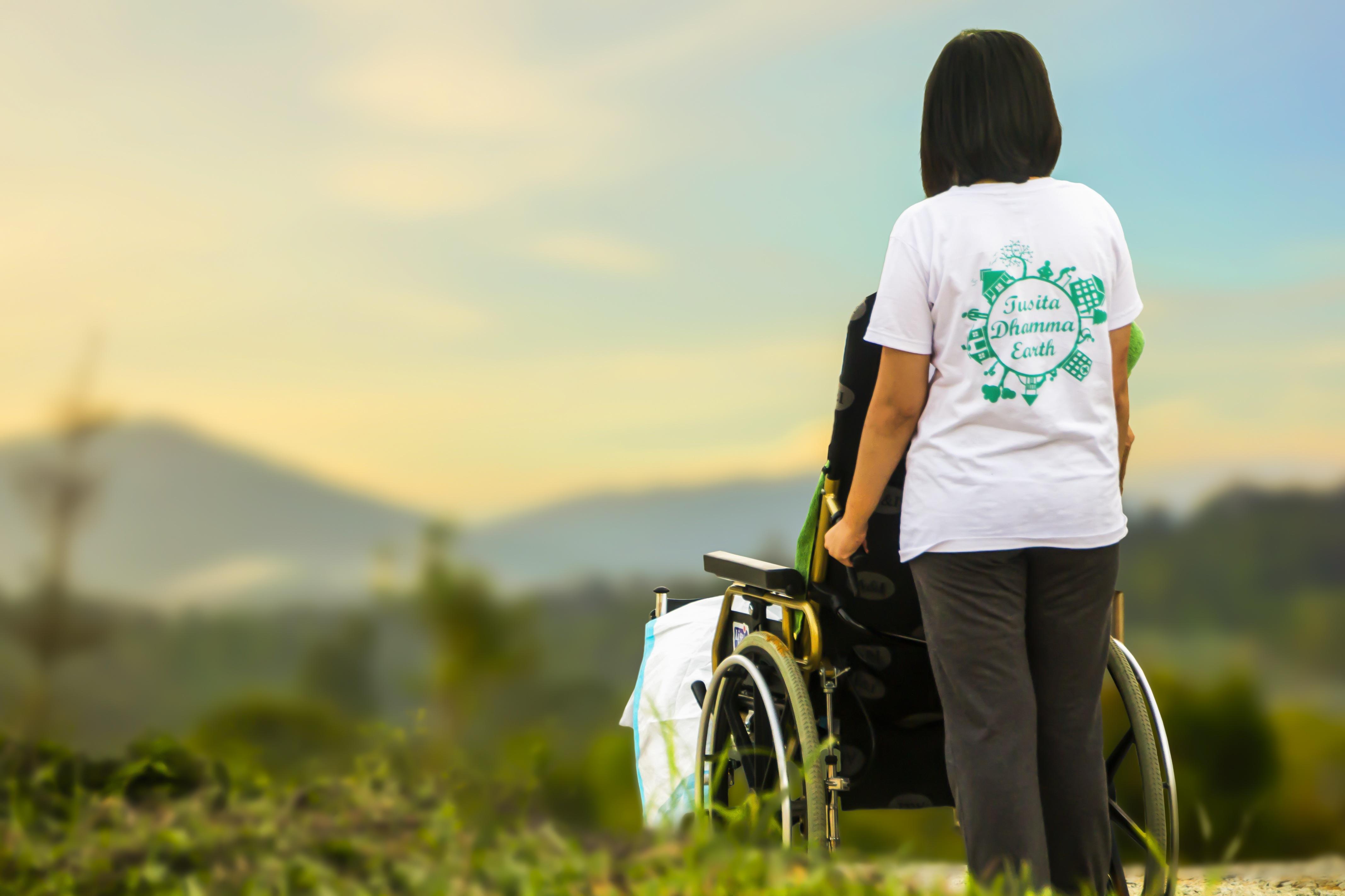 Herbe Pelouse Se Soucier Aidez Moi Personnes Ges Infirmire Soins Hospice Dsactive Patient Invalidit Zone