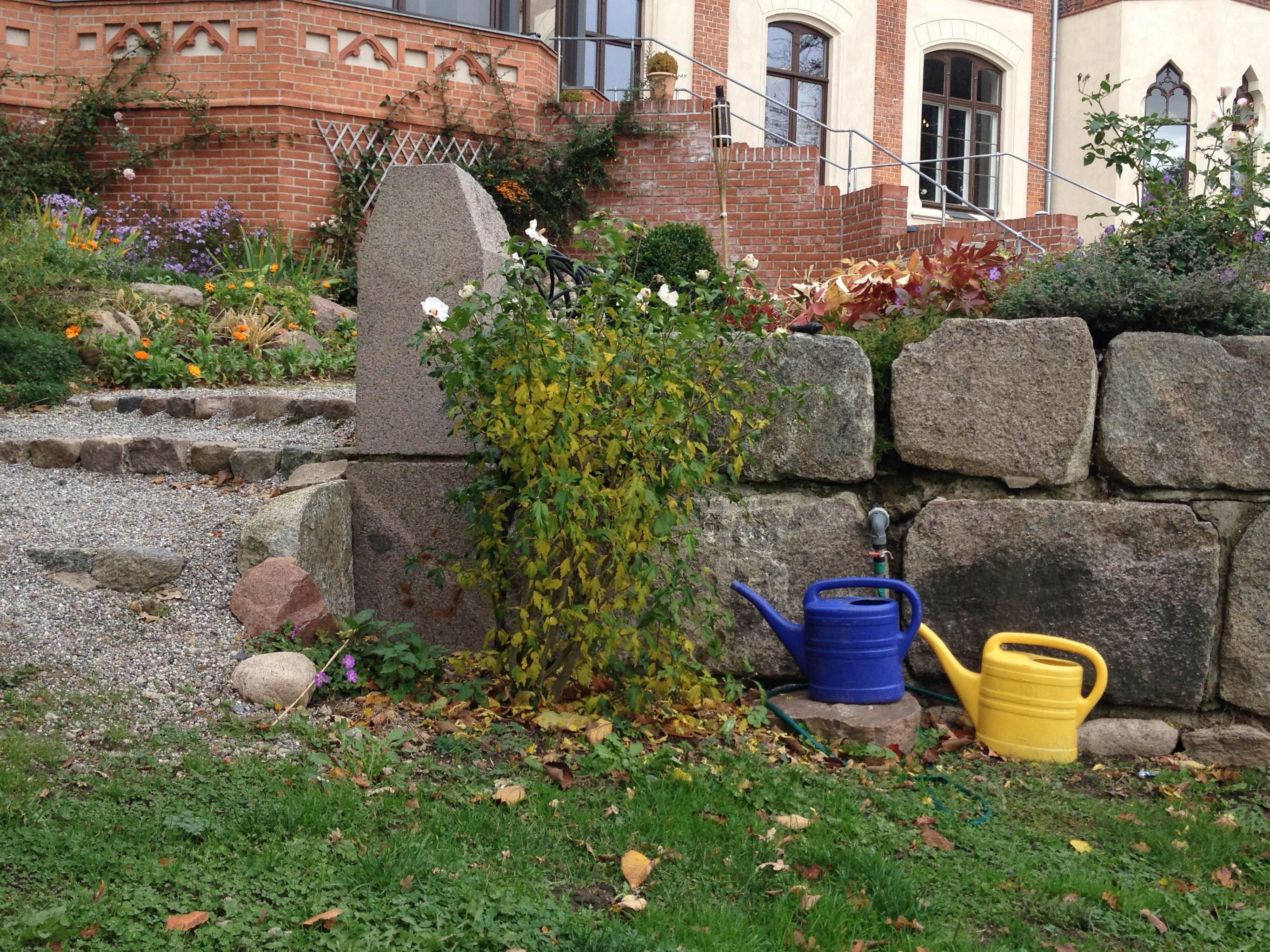 Stenen Muur Tuin : Gratis afbeeldingen gras gazon bloem achtererf stenen muur