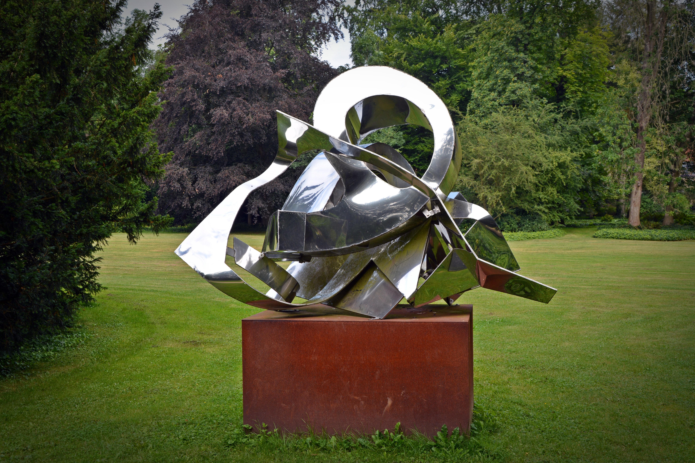 Free images grass lawn green metal garden artwork for Sculpture moderne pour jardin