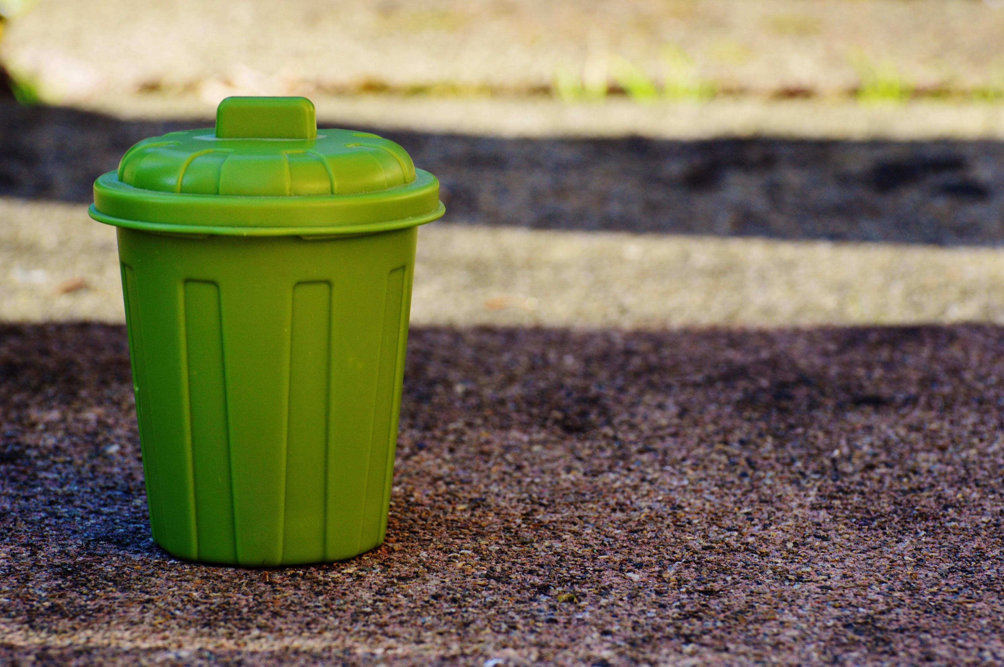 Rumput Halaman Daun Bunga Hijau Warna Tanah Kuning Penerangan Ember Wadah Limbah Sampah Ton