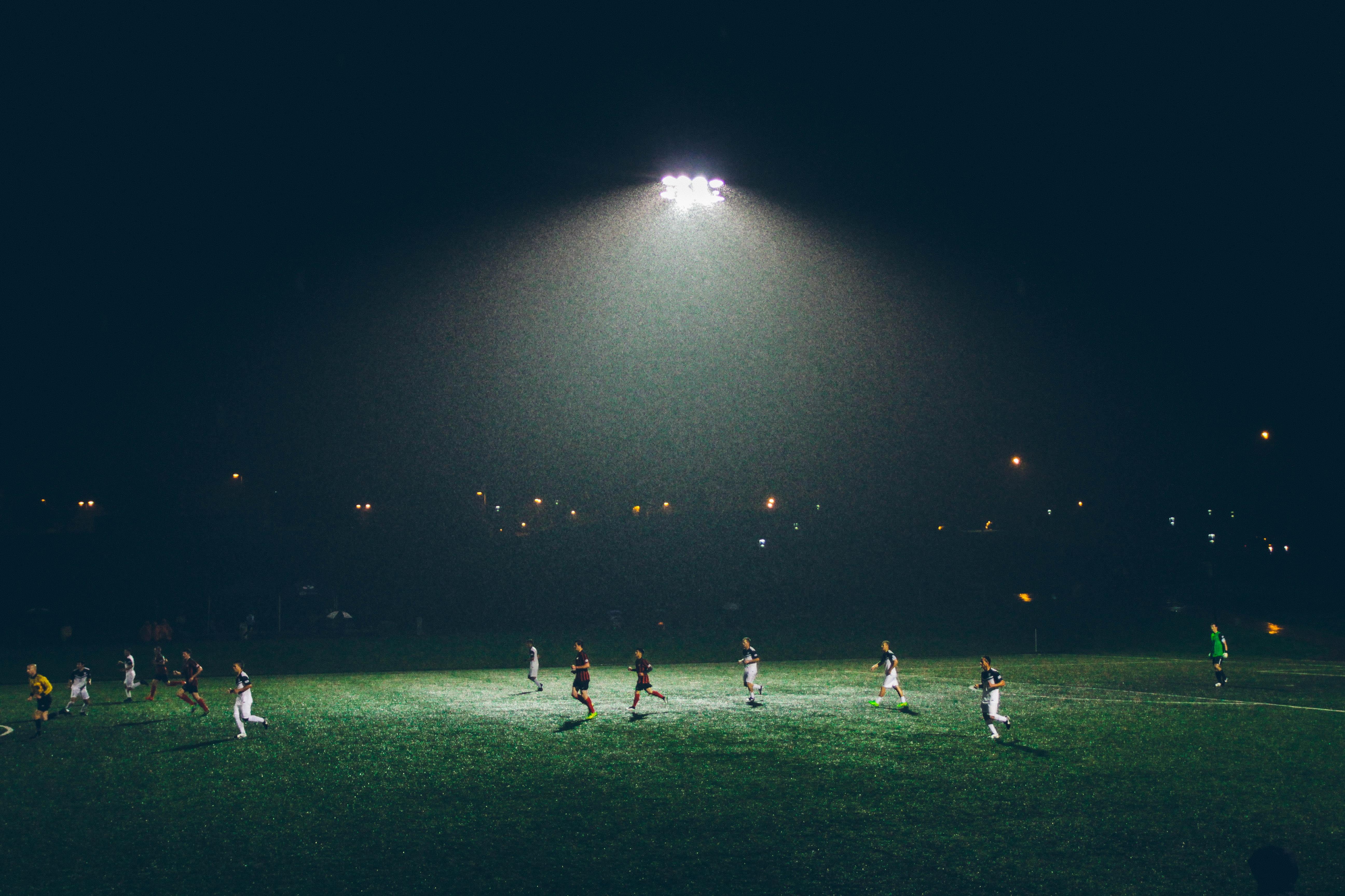 Fotos Gratis Cesped Ligero Gente Deporte Campo Noche Juego