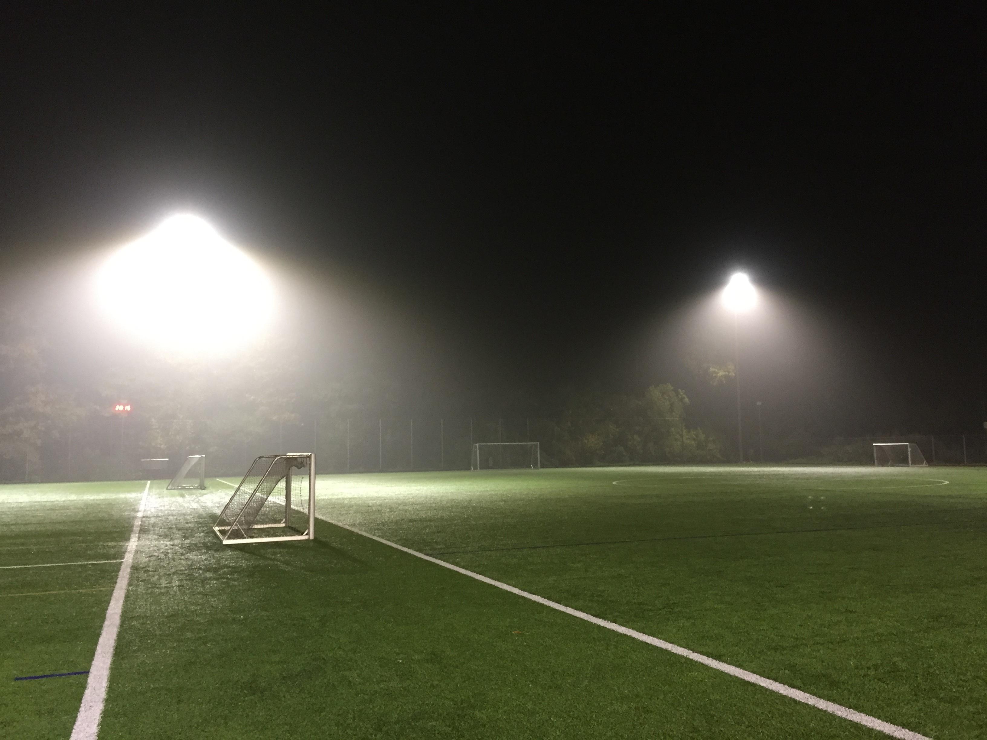 Kostenlose Foto Gras Licht Struktur Nacht Fussball