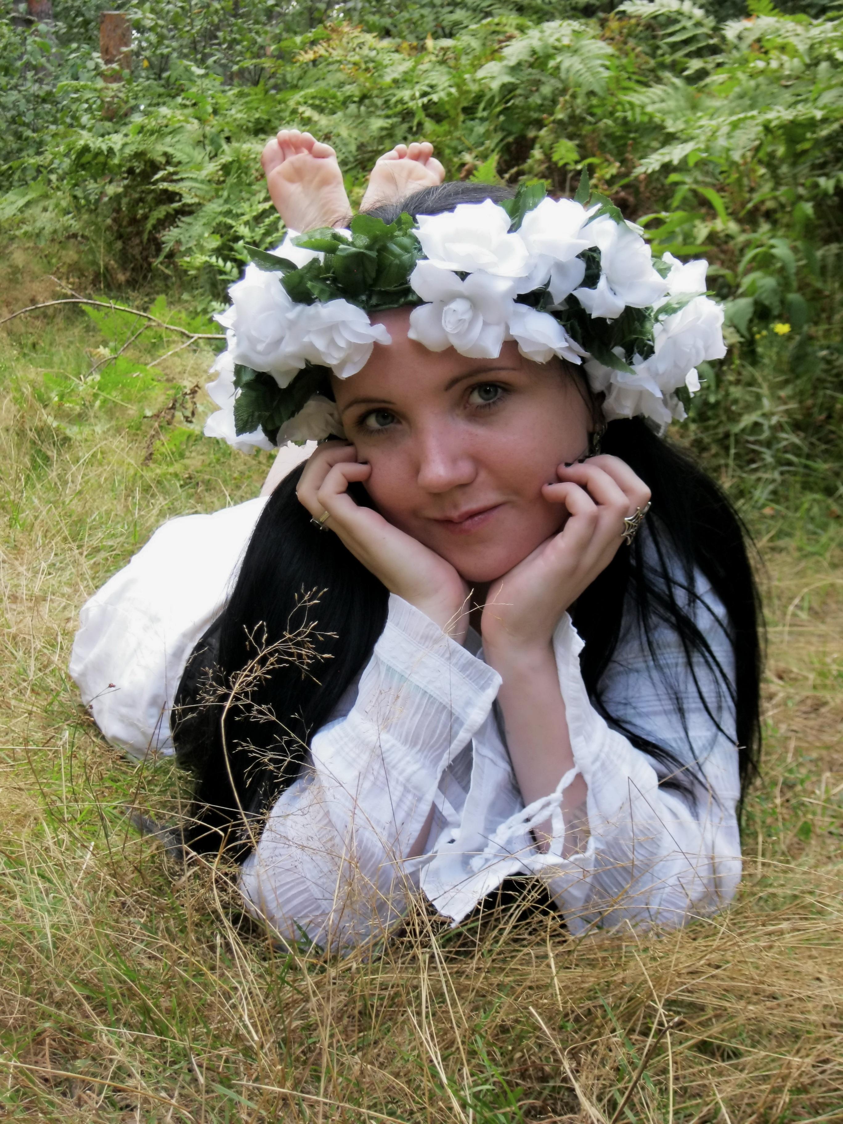 d26c397c2700 tráva vonkajšie človek ľudia žena biely kvetina letné Žena bruneta Model  mladý jar dieťa slecna nevesta