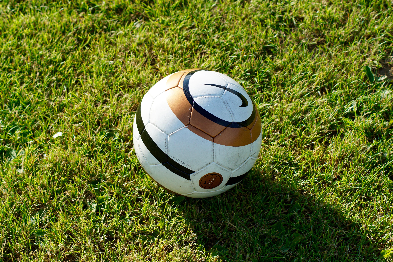 images gratuites   herbe  sport  pelouse  vert  nike