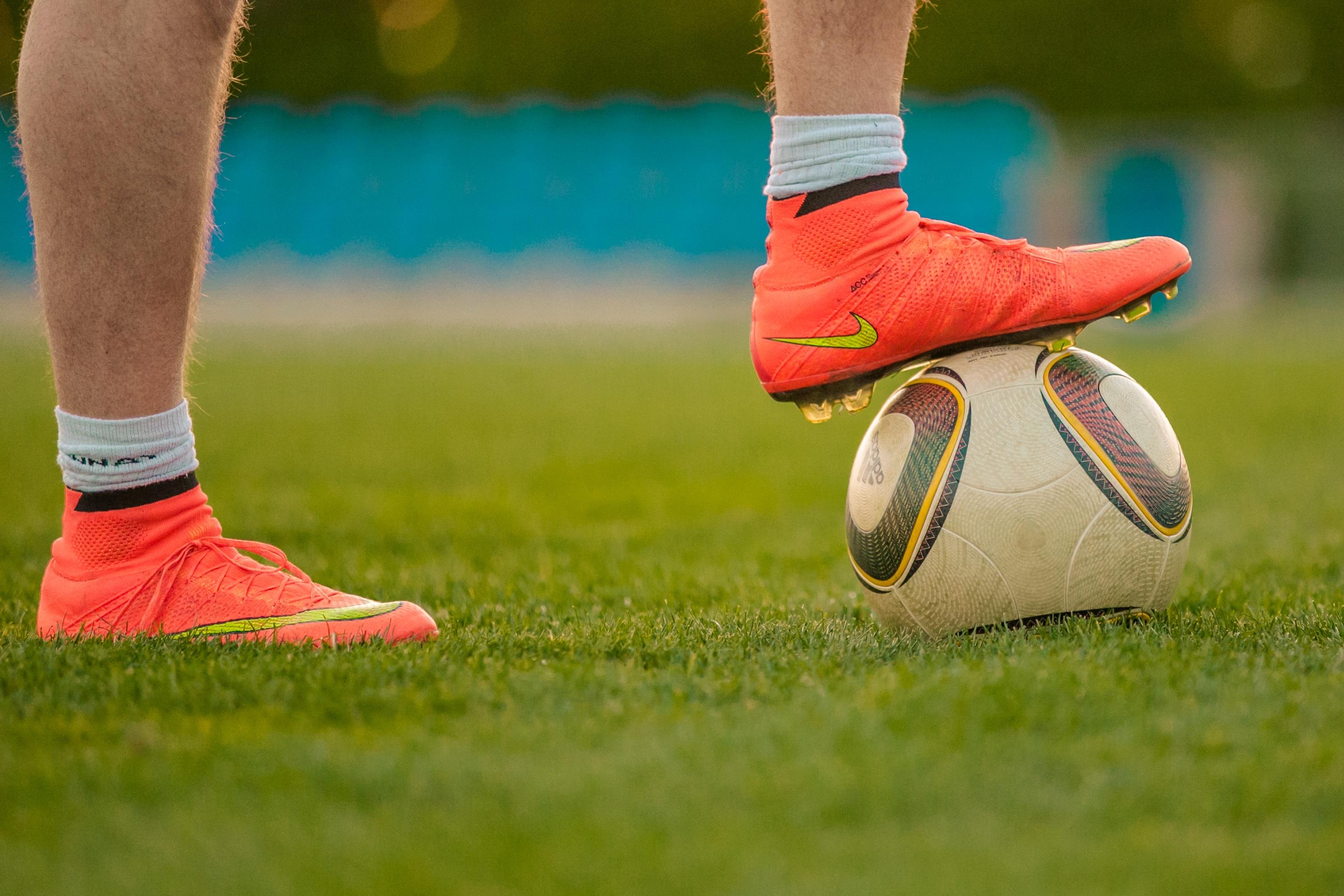 Картинки футбольные ноги