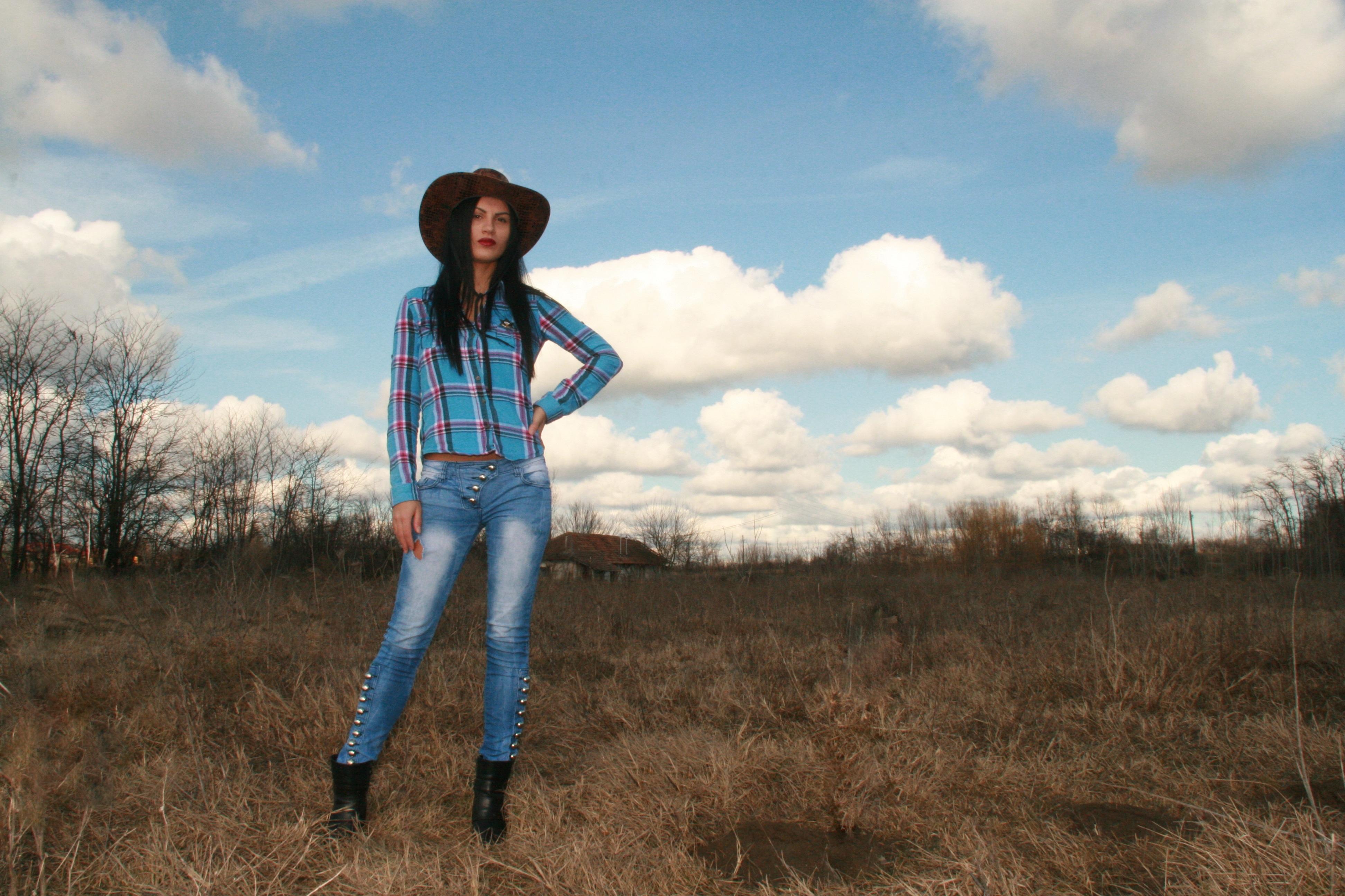 Free Images  Walking, Meadow, Prairie, Spring -7788