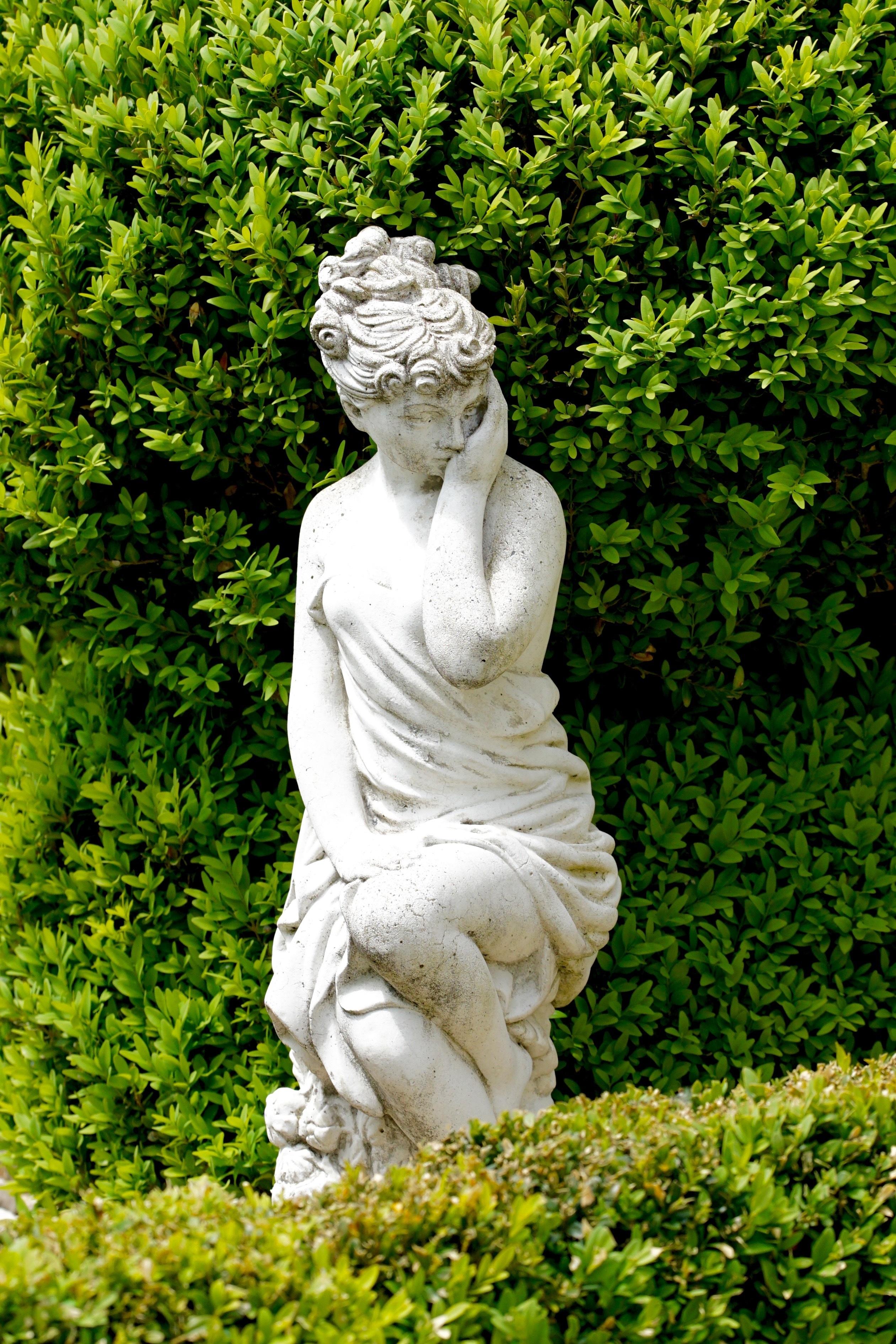 images gratuites herbe femme monument statue vert. Black Bedroom Furniture Sets. Home Design Ideas