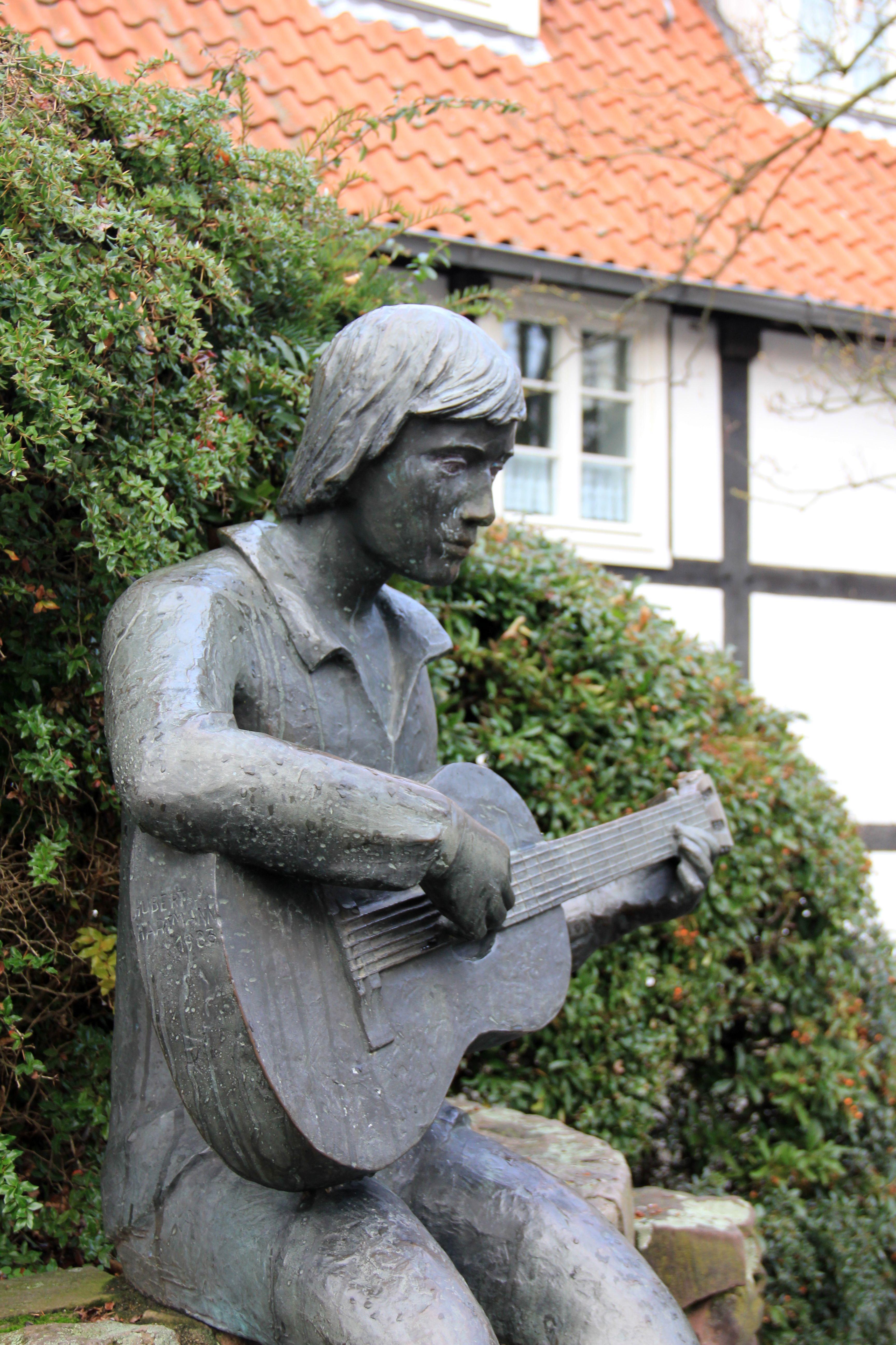 Exceptionnel Sculpture Jardin #3: Guitar-monument-statue-musician-garden-sculpture-memorial-art-1012747.jpg