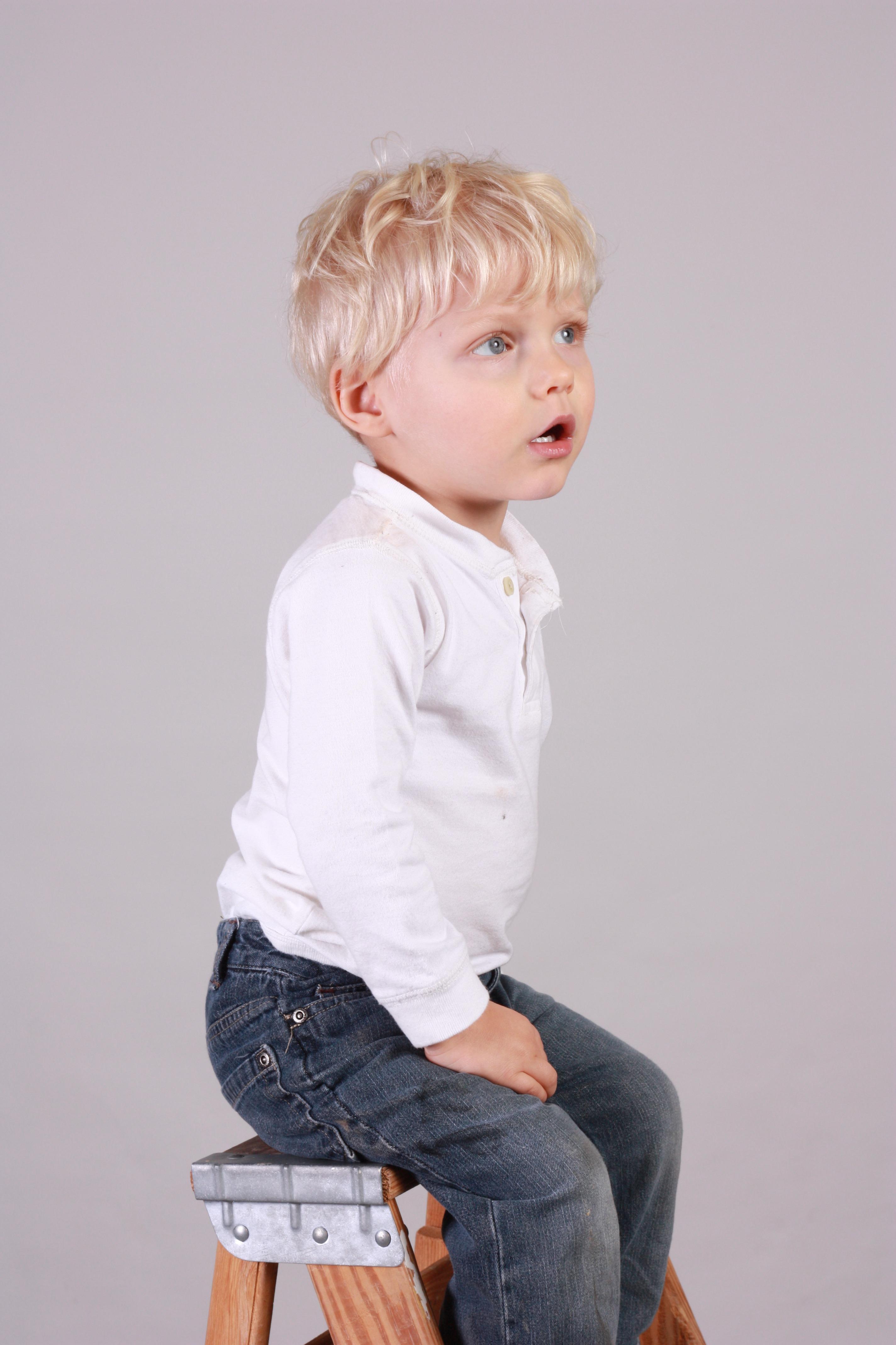 d3cb69d0 hår gutt ser mønster portrett ung sitter liten barn menneskelig klær  yttertøy frisyre stige aktivitet sønn