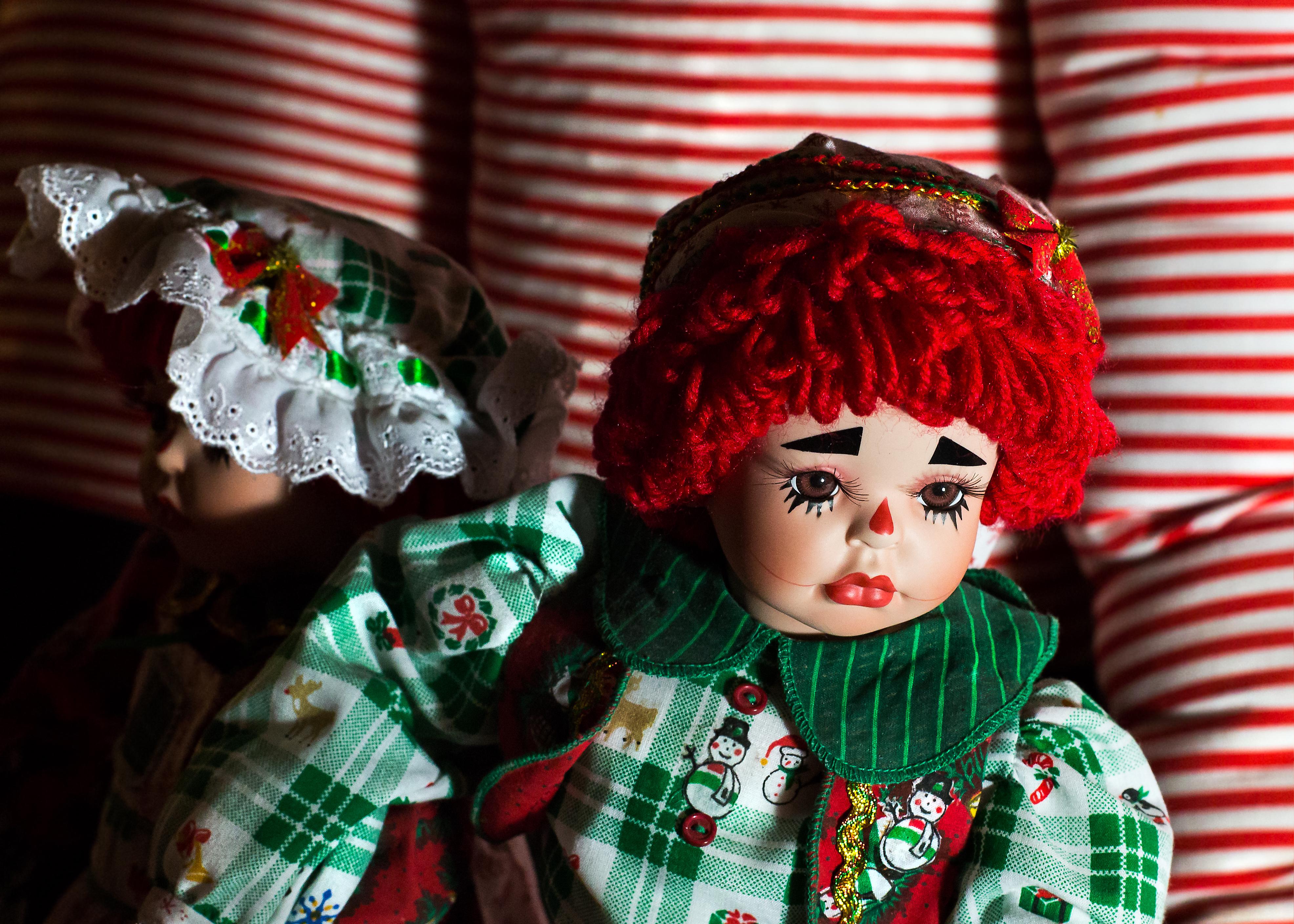 rambut bunga hijau merah warna obyek warna warni hari Natal mainan boneka RedHair porselen andy