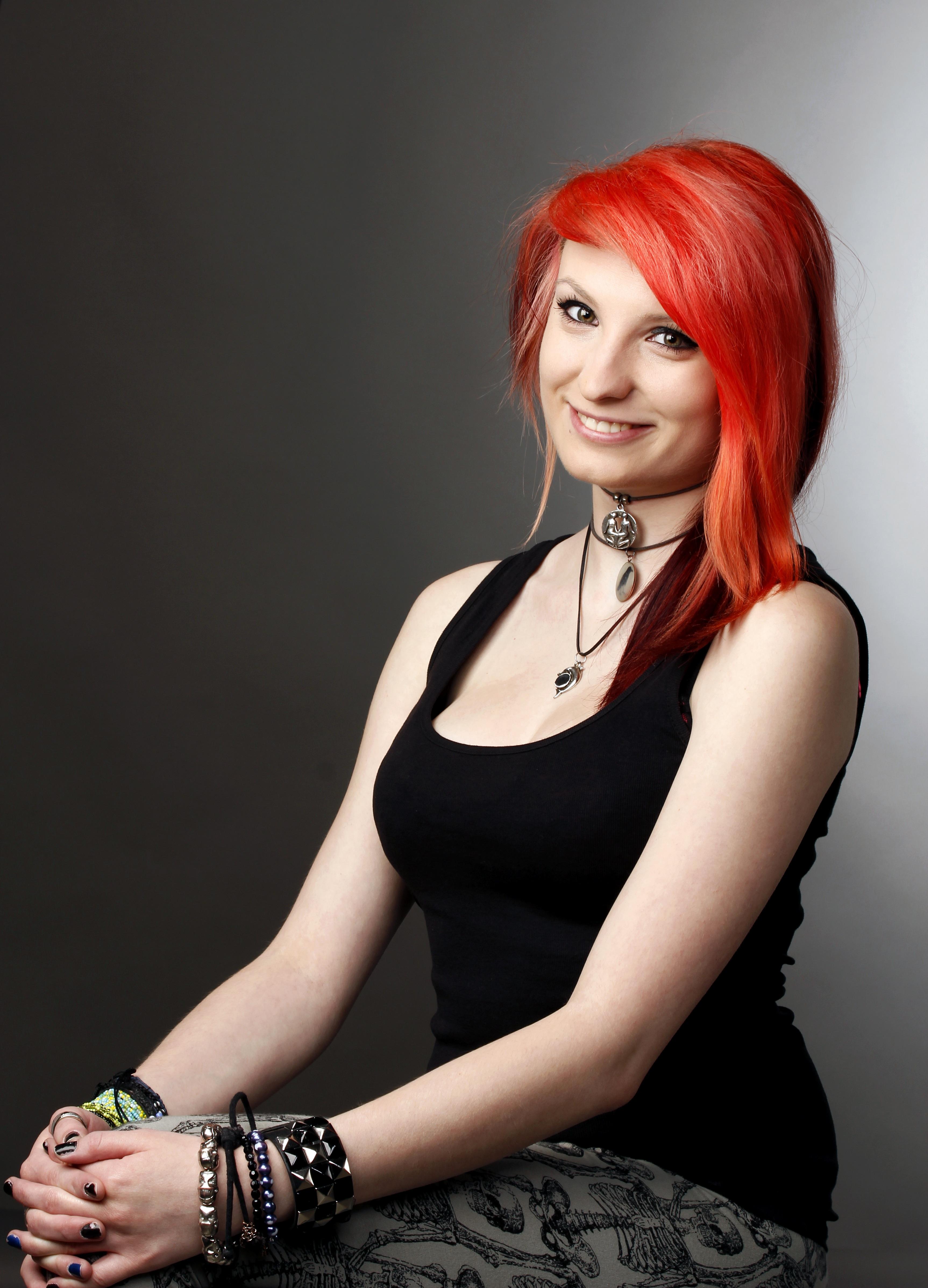 Kostenlose Foto Sänger Porträt Modell Rot Mode Kleidung