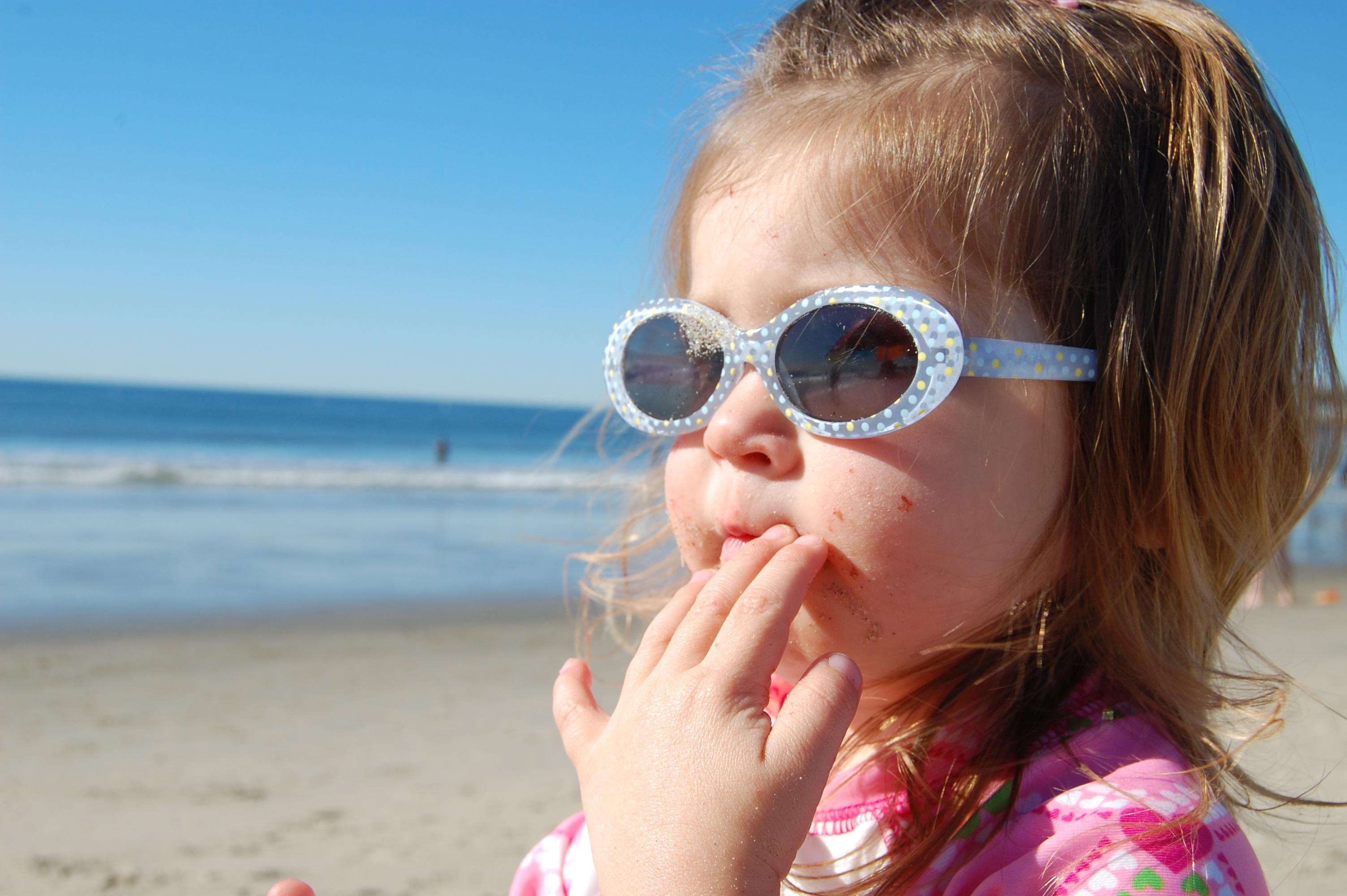 21c61c2303 ... vacances, portrait, Jeune, enfant, loisir, Expression faciale, sourire,  corps humain, de bonne humeur, visage, nez, amusement, des lunettes de  soleil, ...