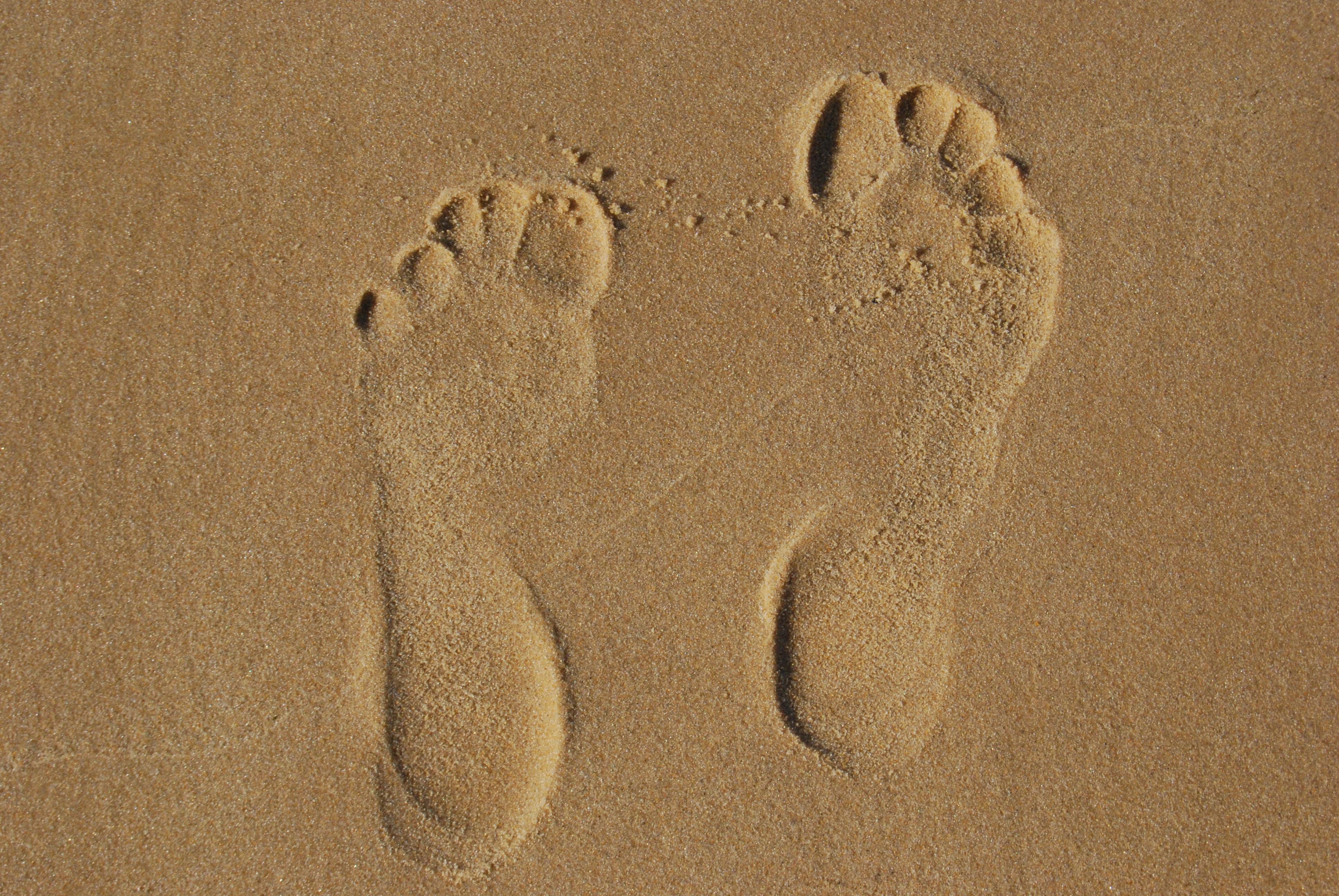 Картинки из следов на песке
