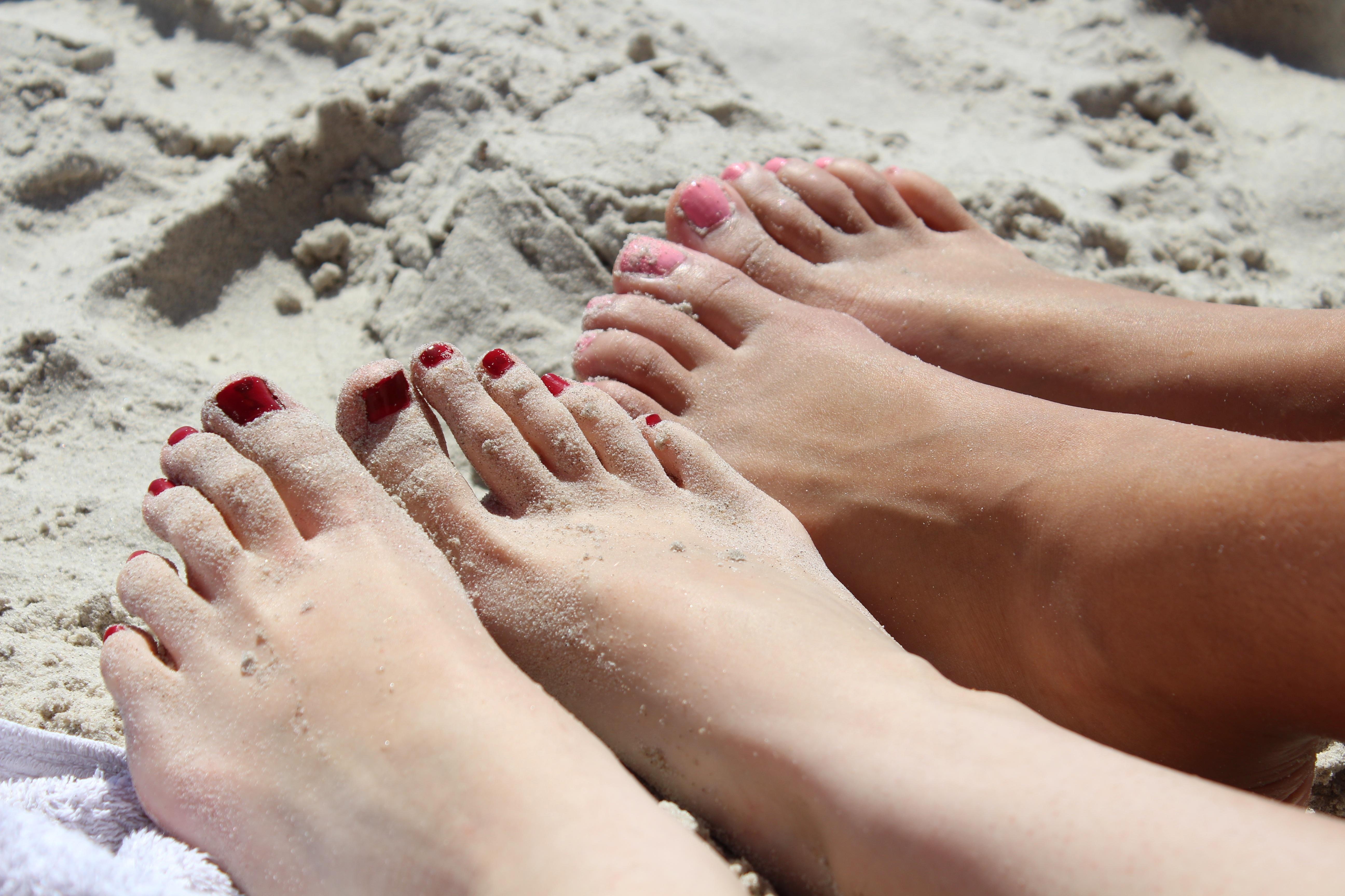 фото крупным планом пальцев ног девушек