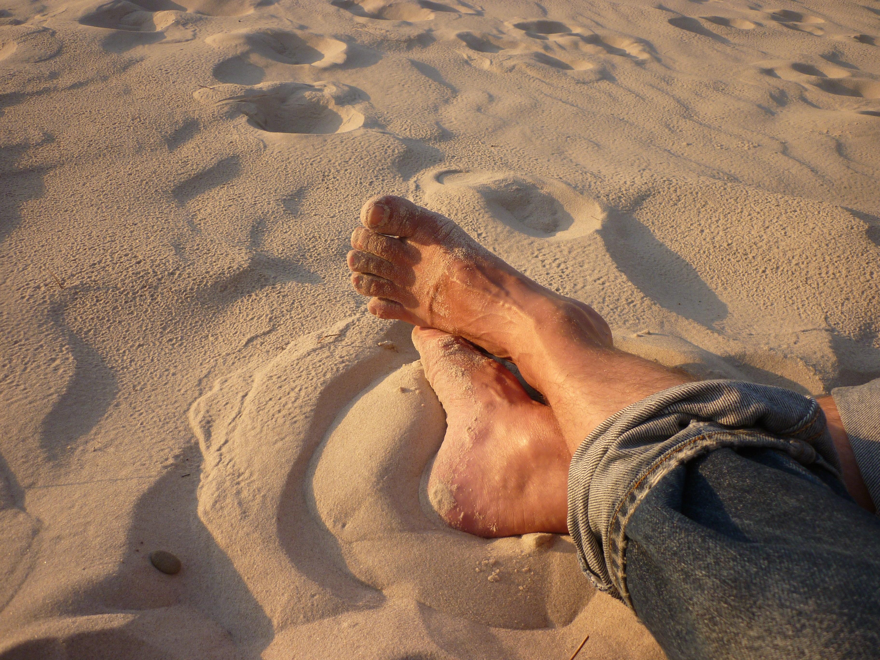 ноги на песке фото желает