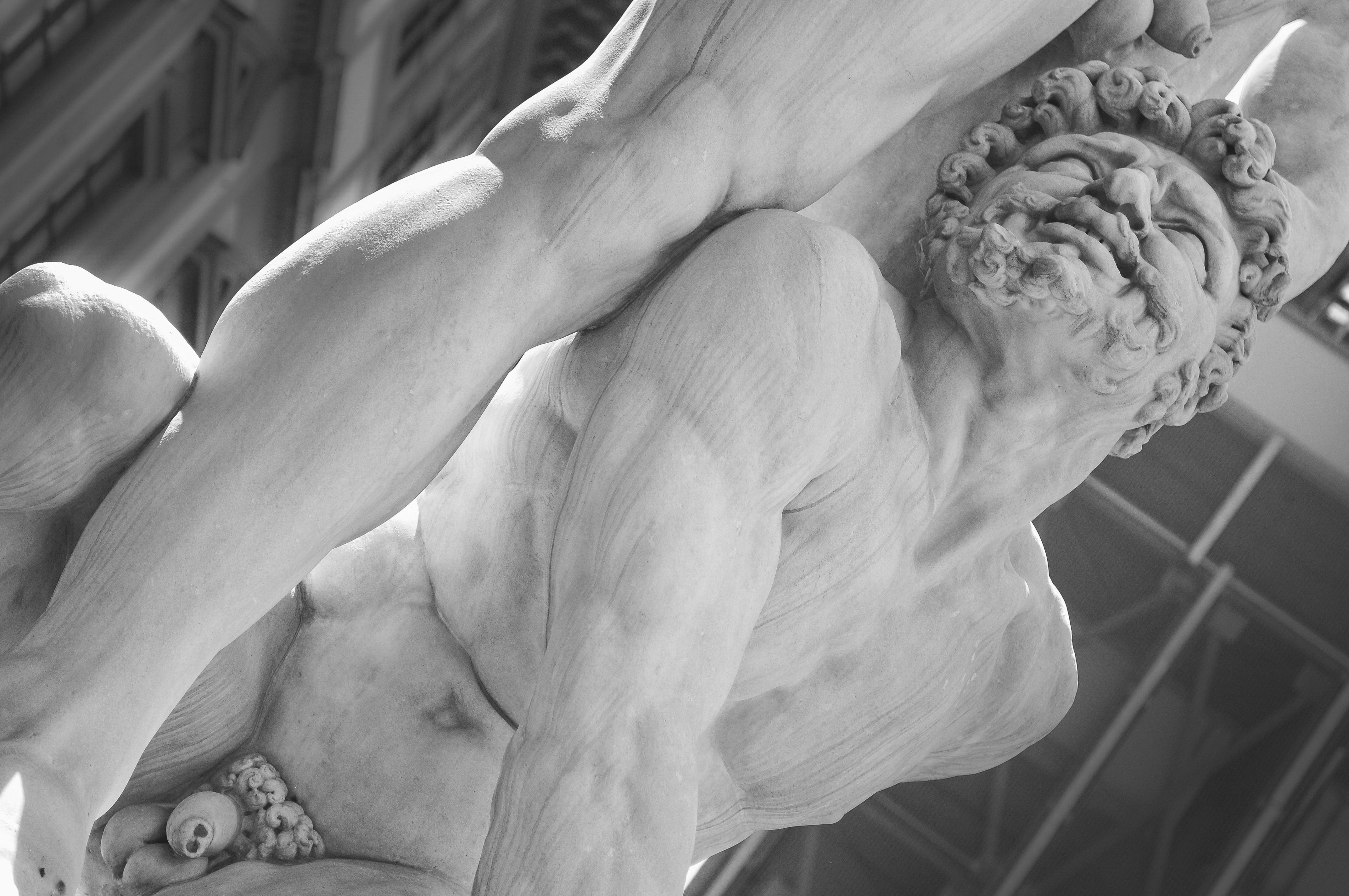 Images Gratuites : main, noir et blanc, la photographie, vieux, pierre, monument, statue, grec, ancien, historique, Monochrome, bras, muscle, poitrine, ...