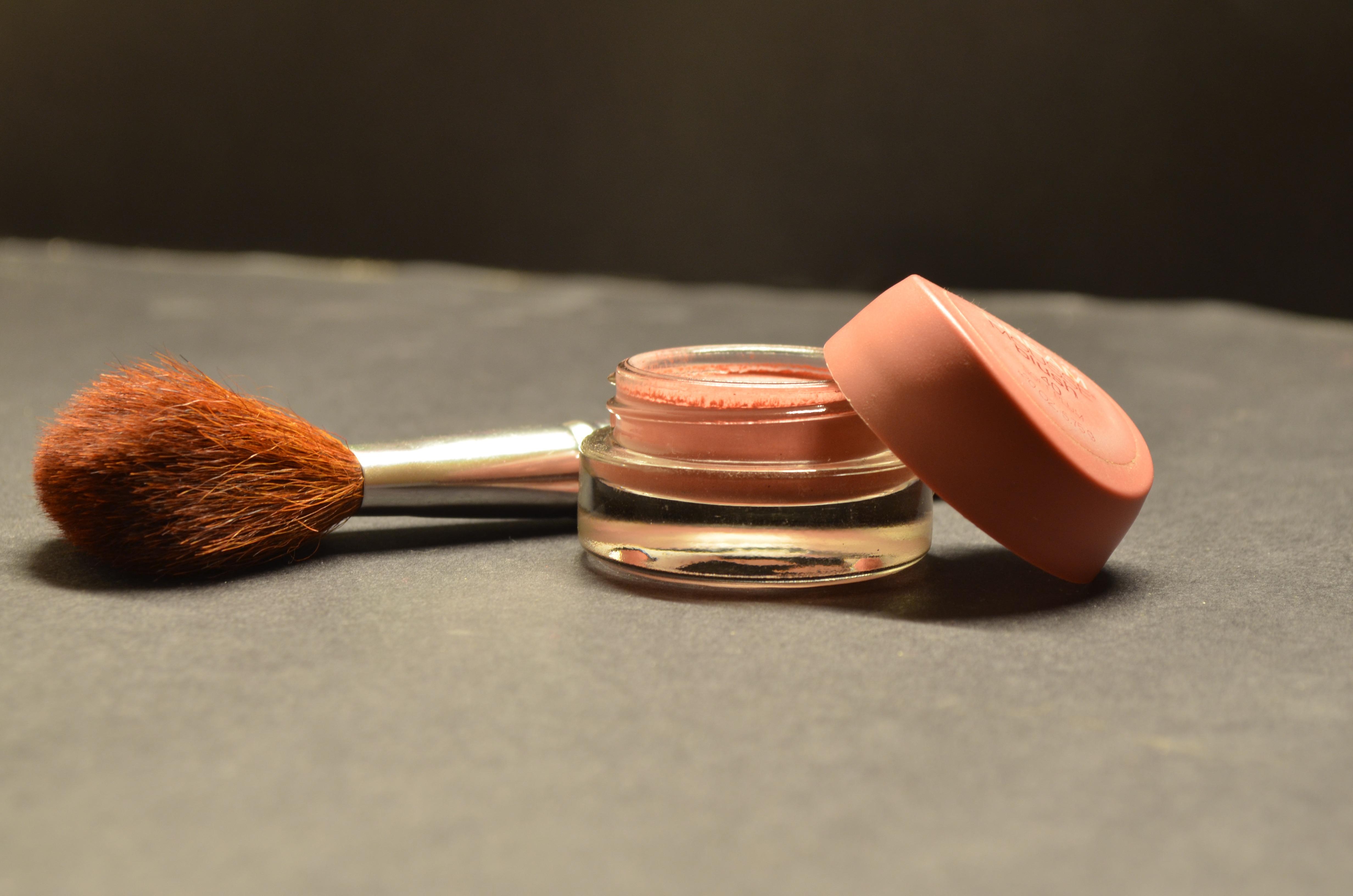 Free Images : hand, brush, finger, brown, care, powder, makeup, feminine, make up, human body ...