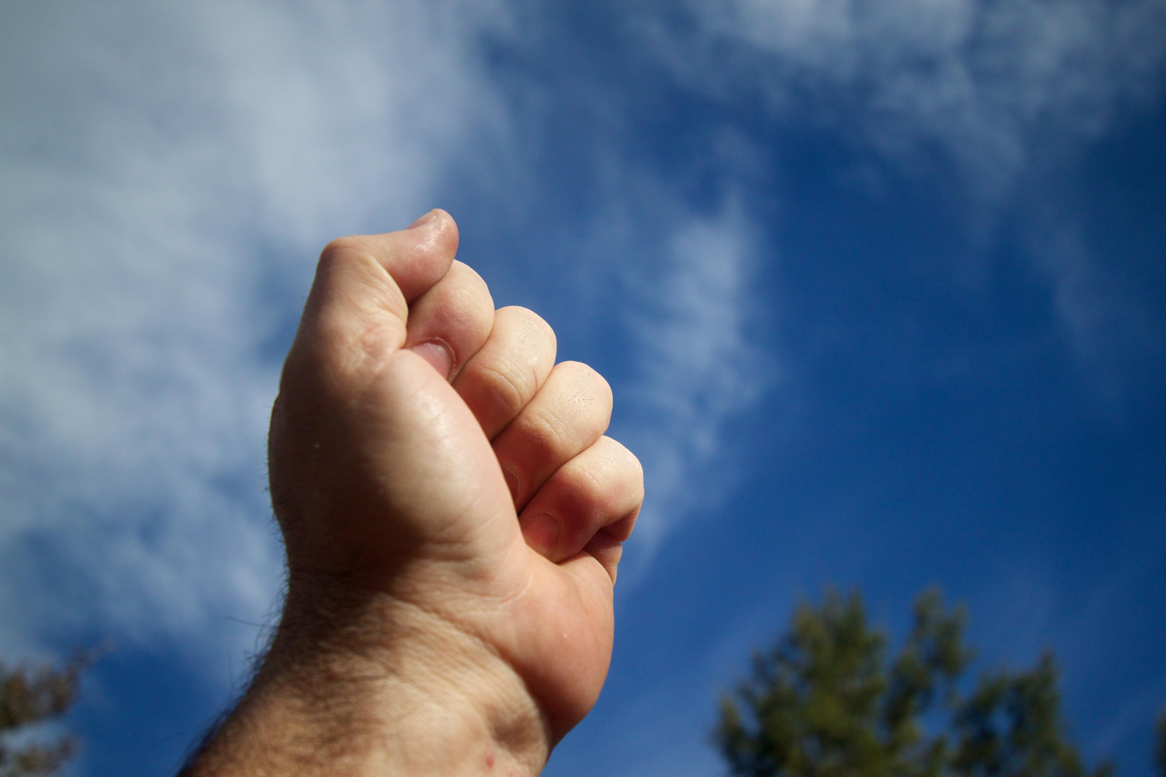 всей что если на фото палец к небу под конец заряда