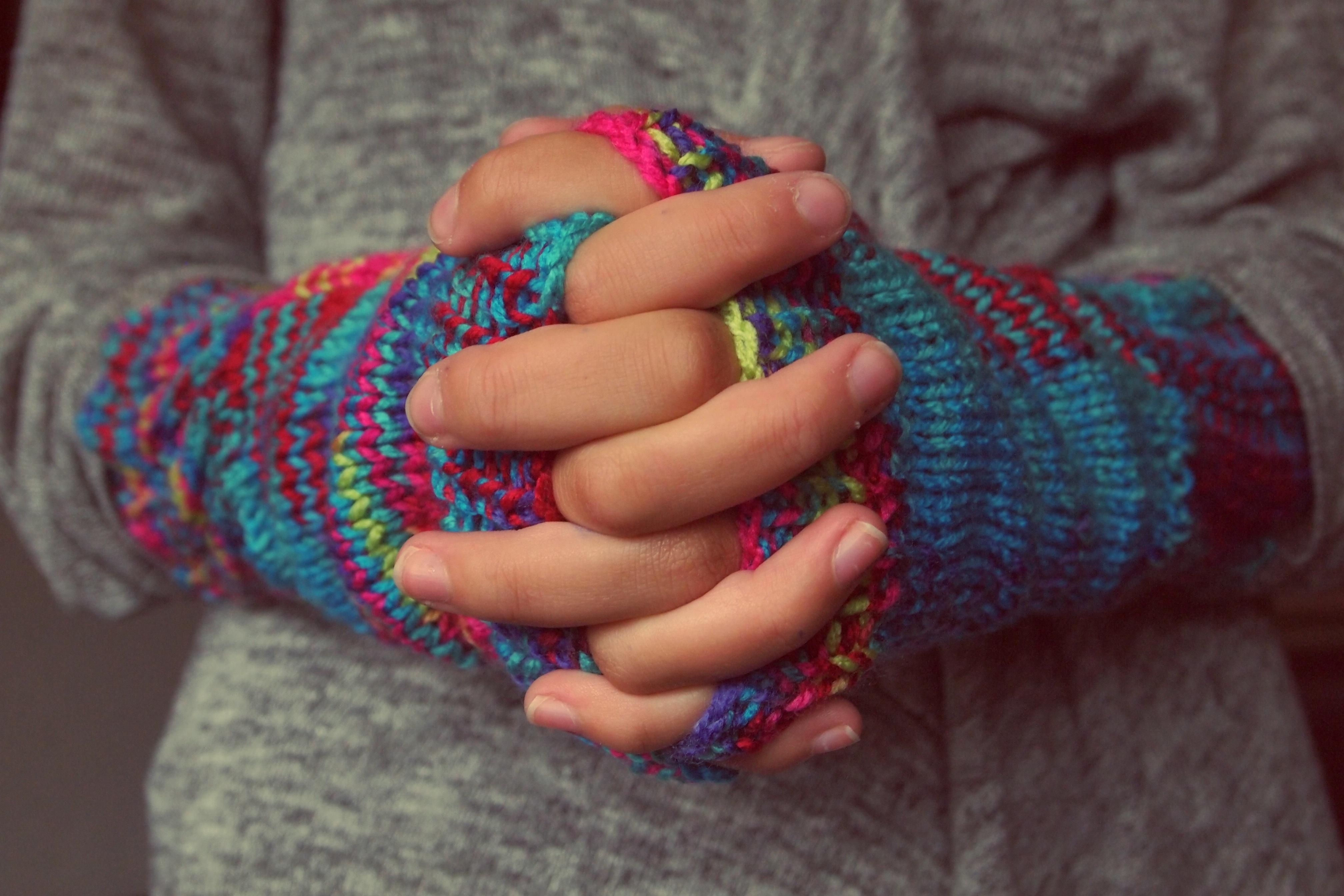 Kostenlose foto : Hand, kalt, Winter, Muster, Finger, Farbe, blau ...