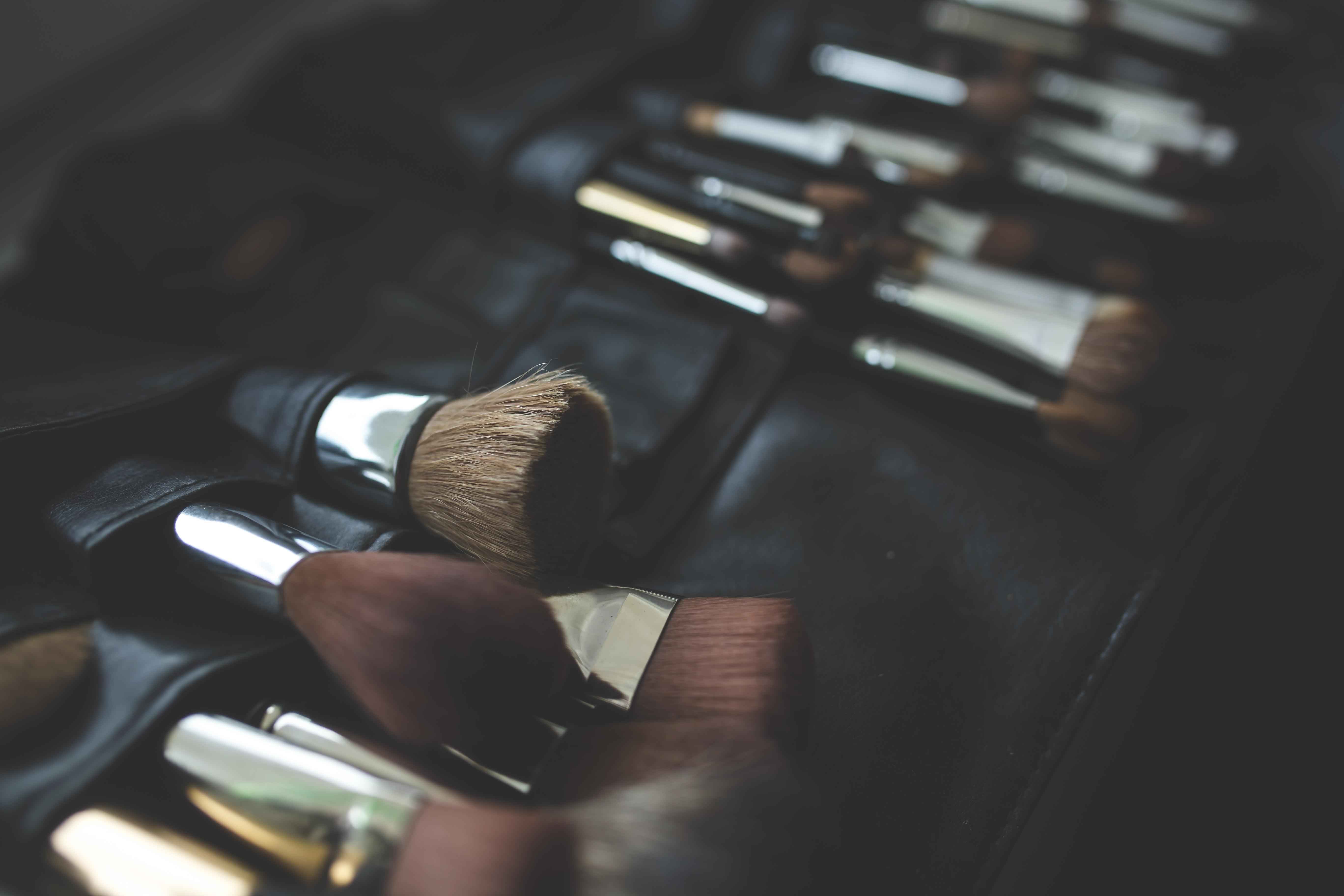 Hand Finger Black Makeup Make Up Close Eye Organ Brushes Firearm