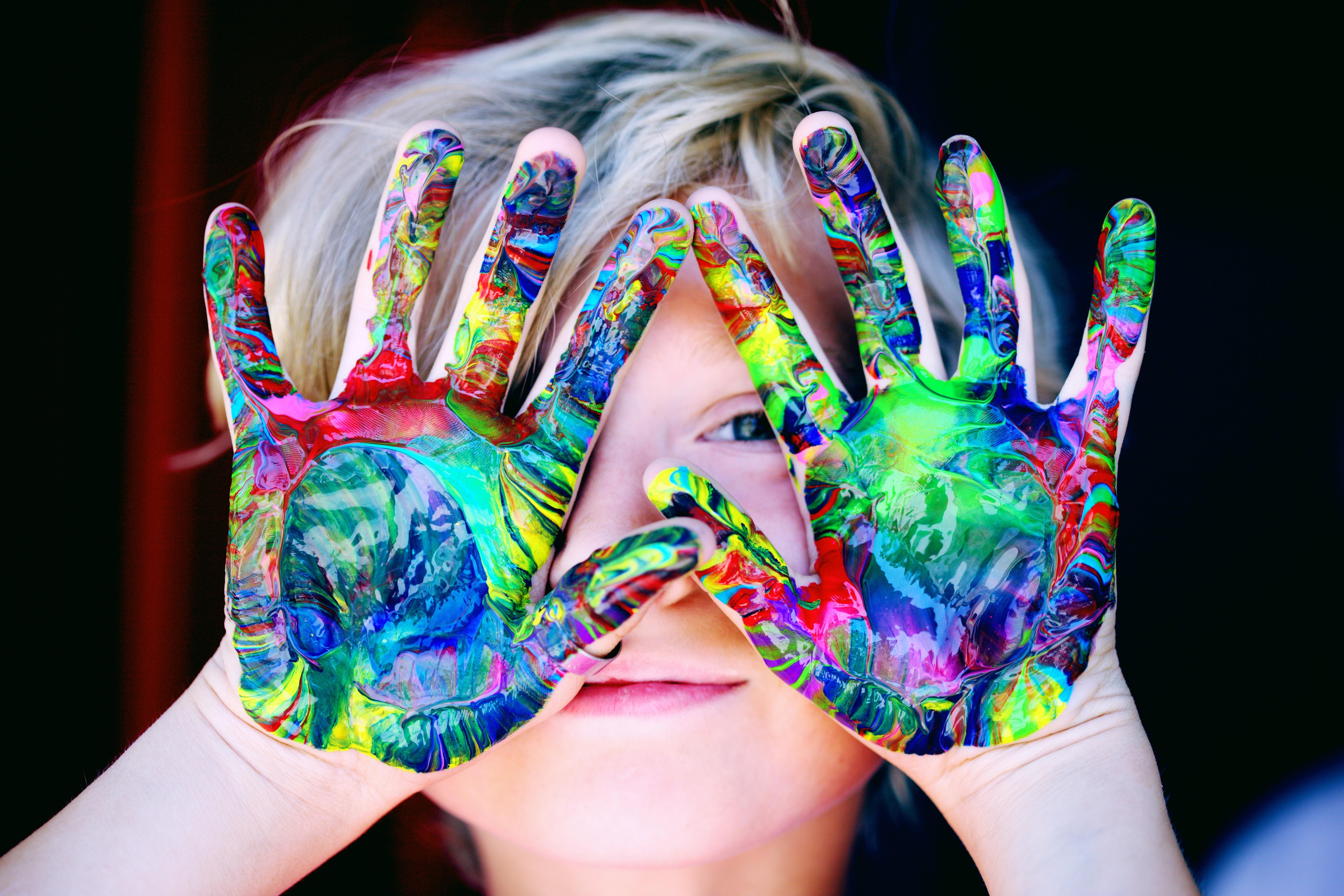Картинка руки в красках
