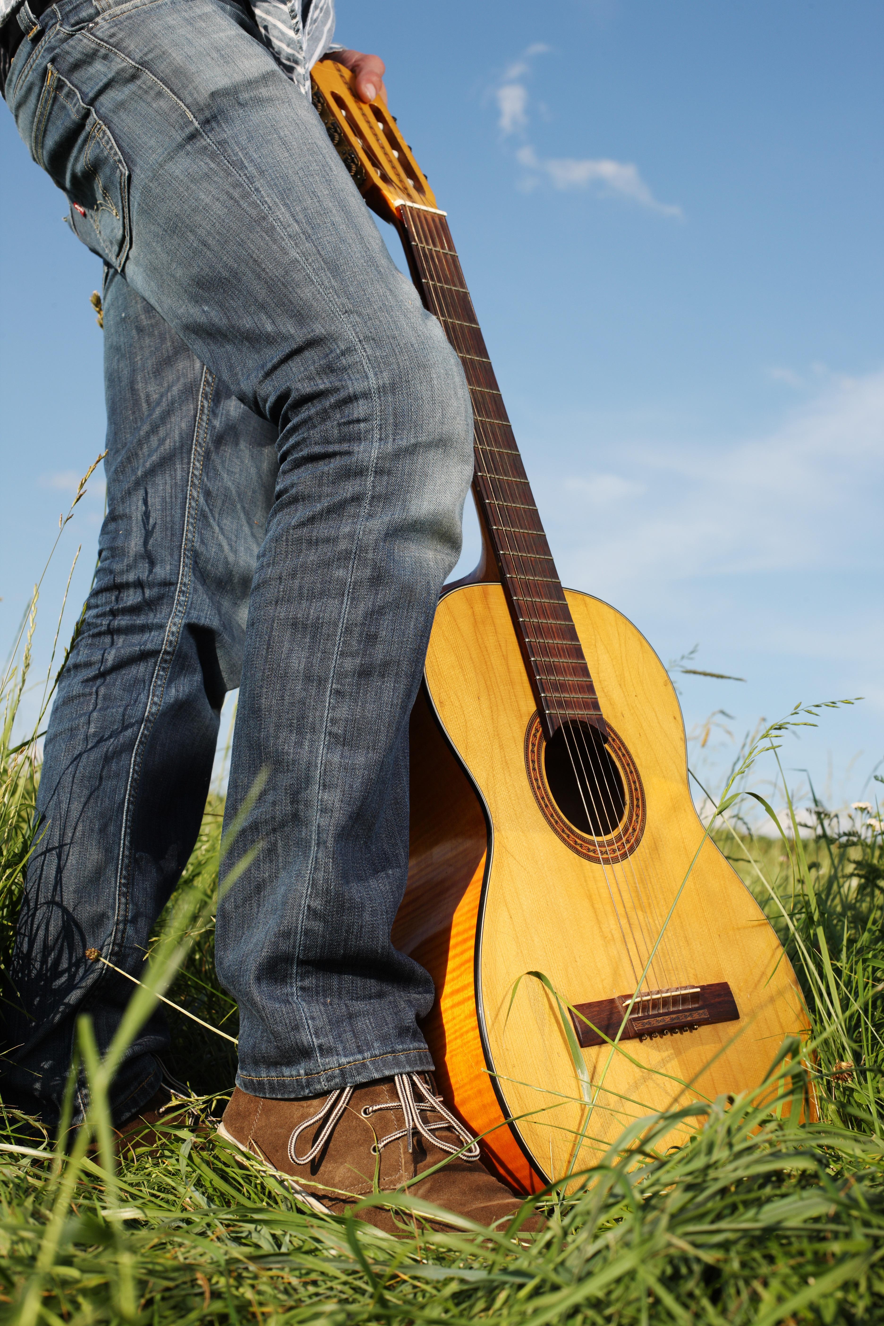 free images hand grass music field acoustic guitar instrument de musique #4