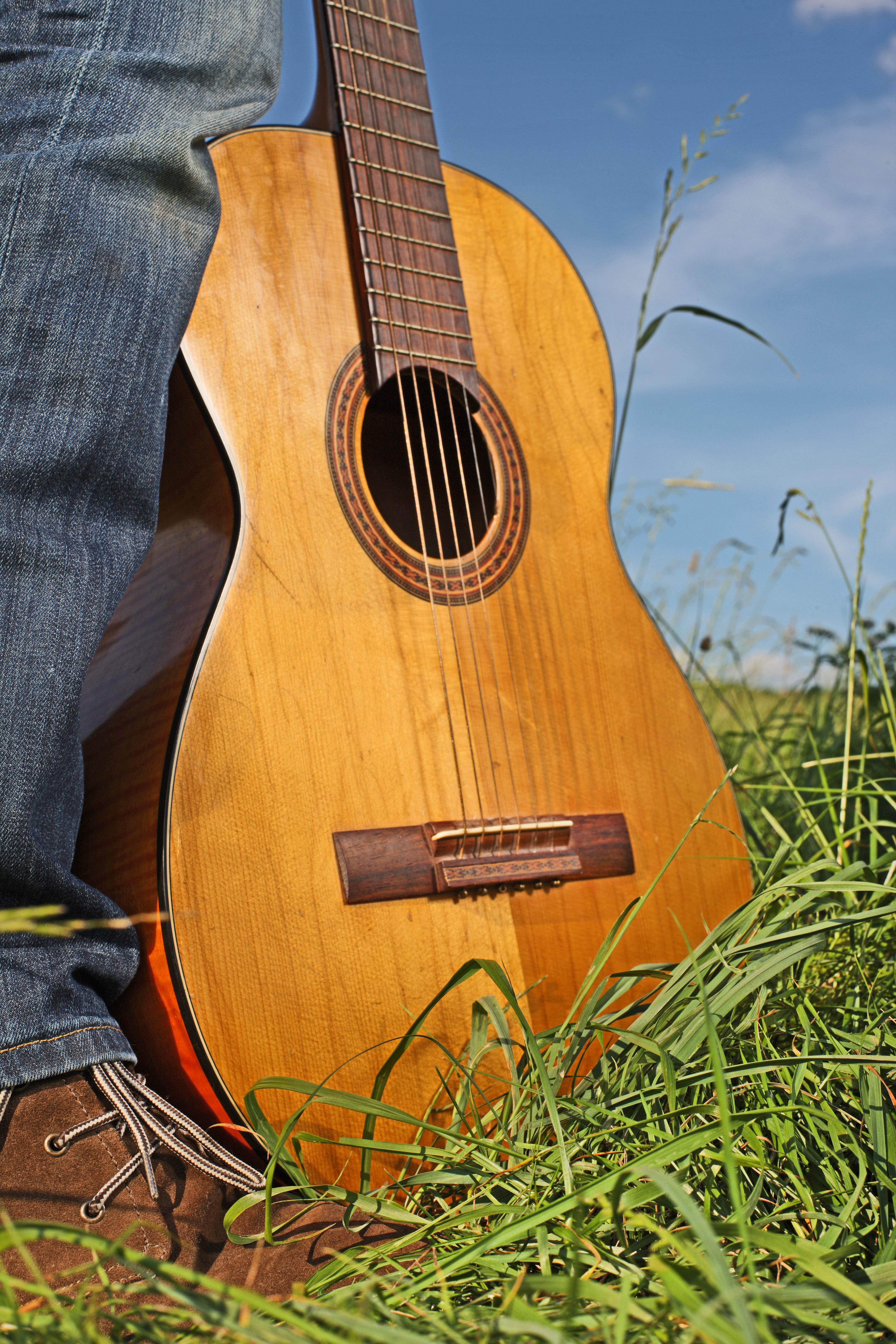 теплая куртка картинки с классическими гитарами отличие большинства других