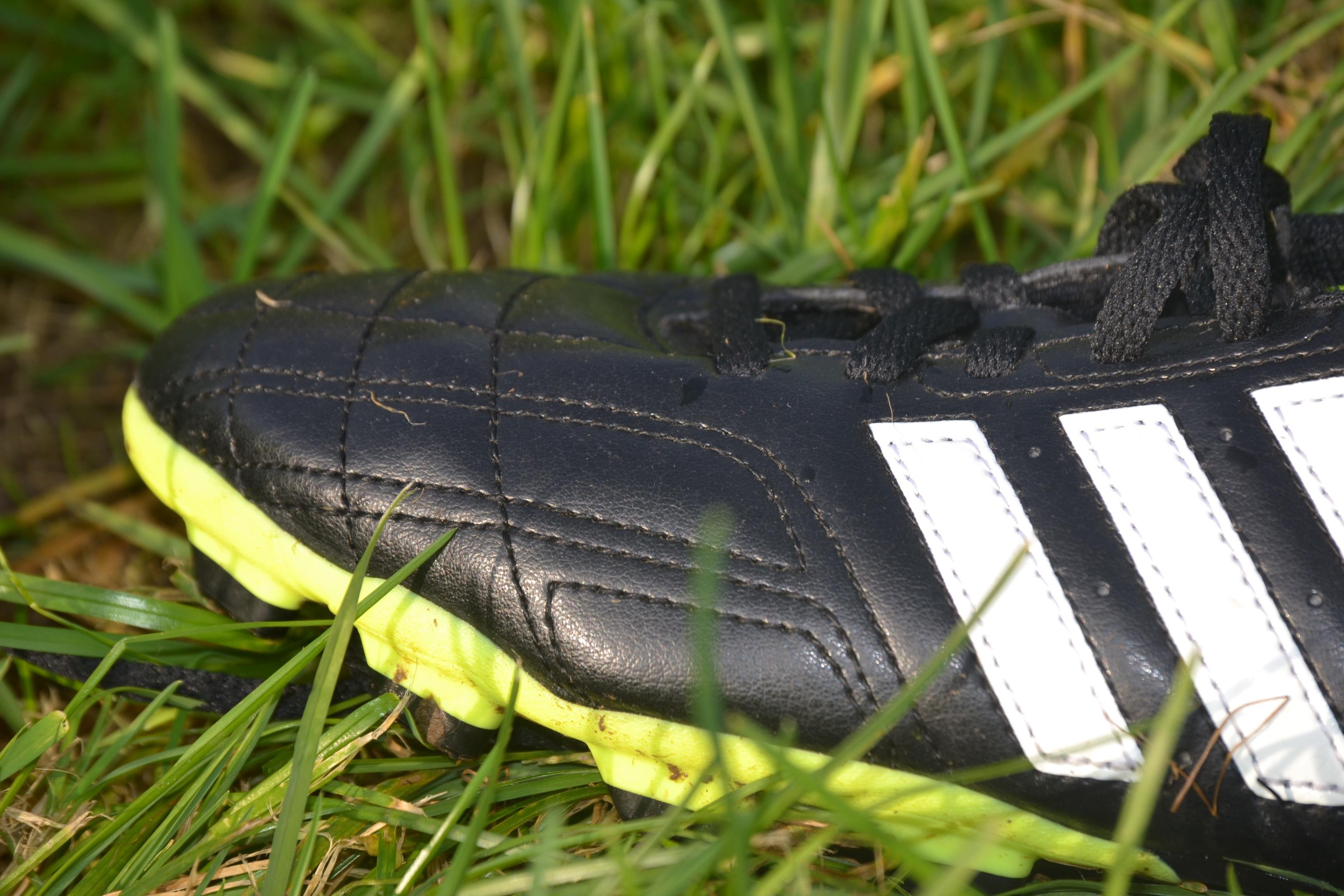 mano césped zapato deporte césped verde fútbol neumático Adidas calzado  zapatos deportivos botas de fútbol Neumático 08f7d13401011