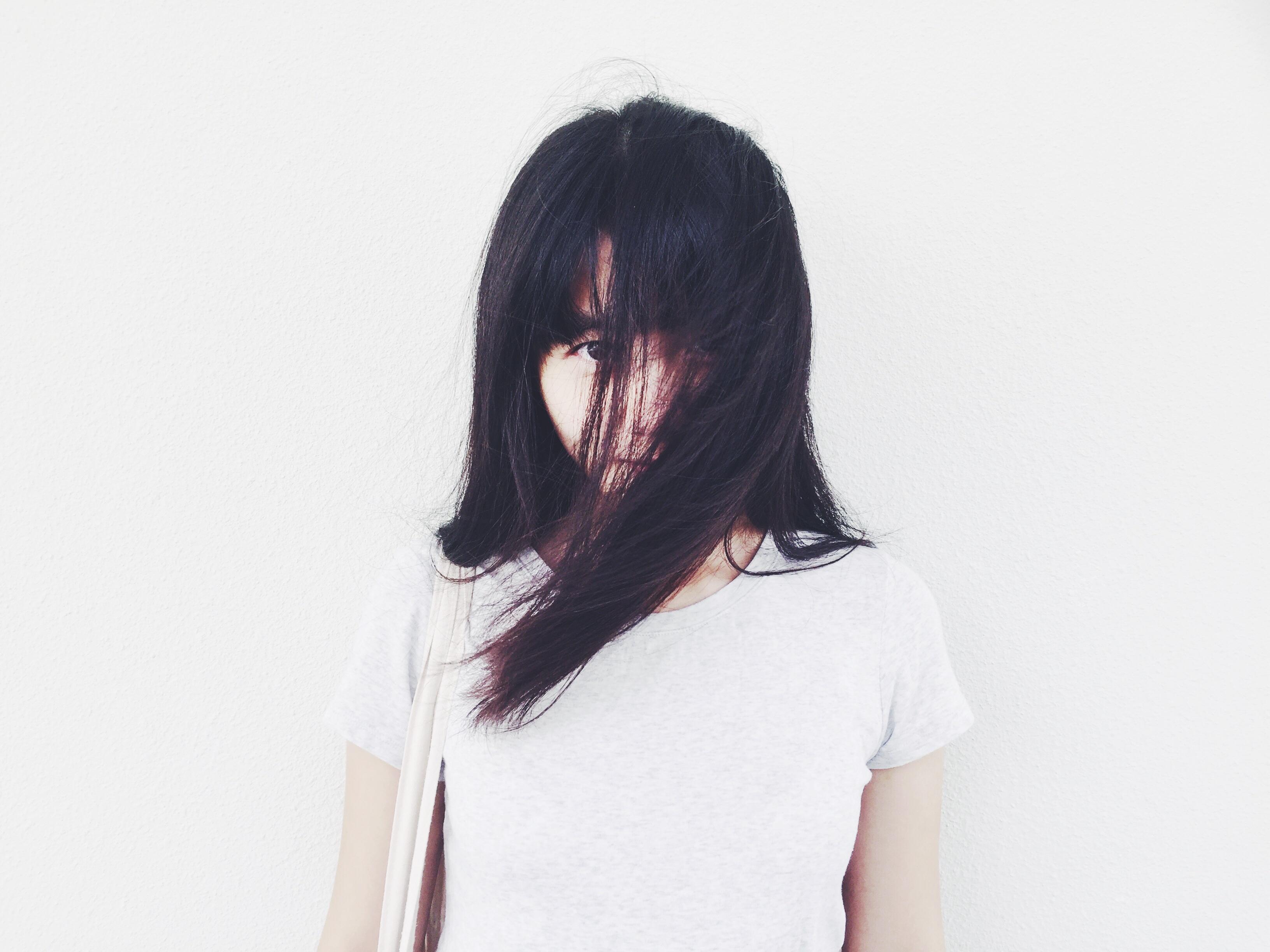 Tangan rambut putih potret pakaian berwarna merah muda hairstyle rambut panjang tubuh manusia rambut hitam sketsa