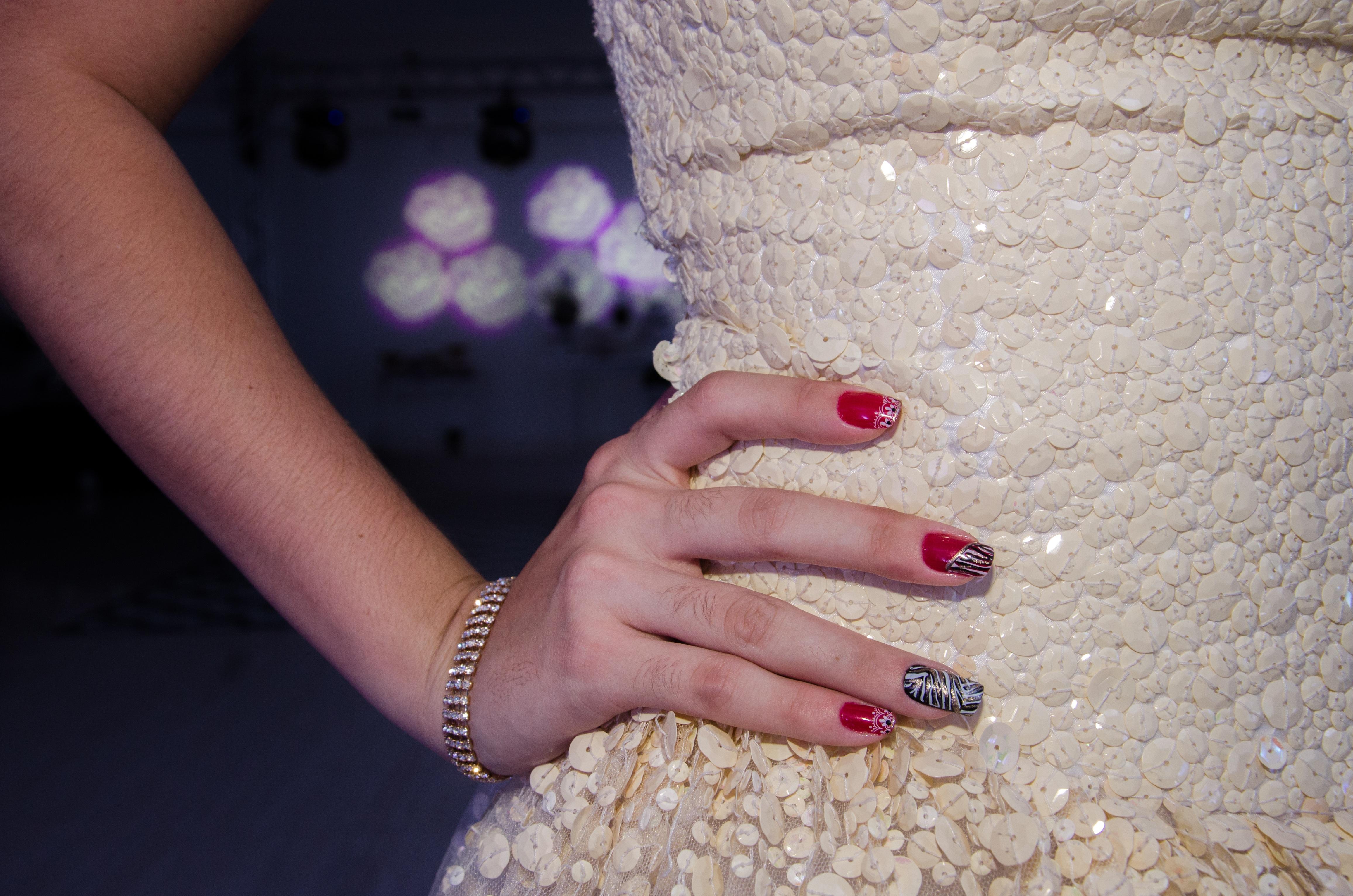 Fotos gratis : mano, pierna, dedo, color, azul, rosado, uña, labio ...