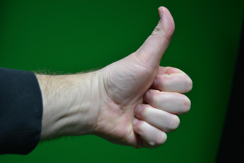 Fotos gratis : mano, pierna, dedo, verde, gesto, brazo, Pulgares ...
