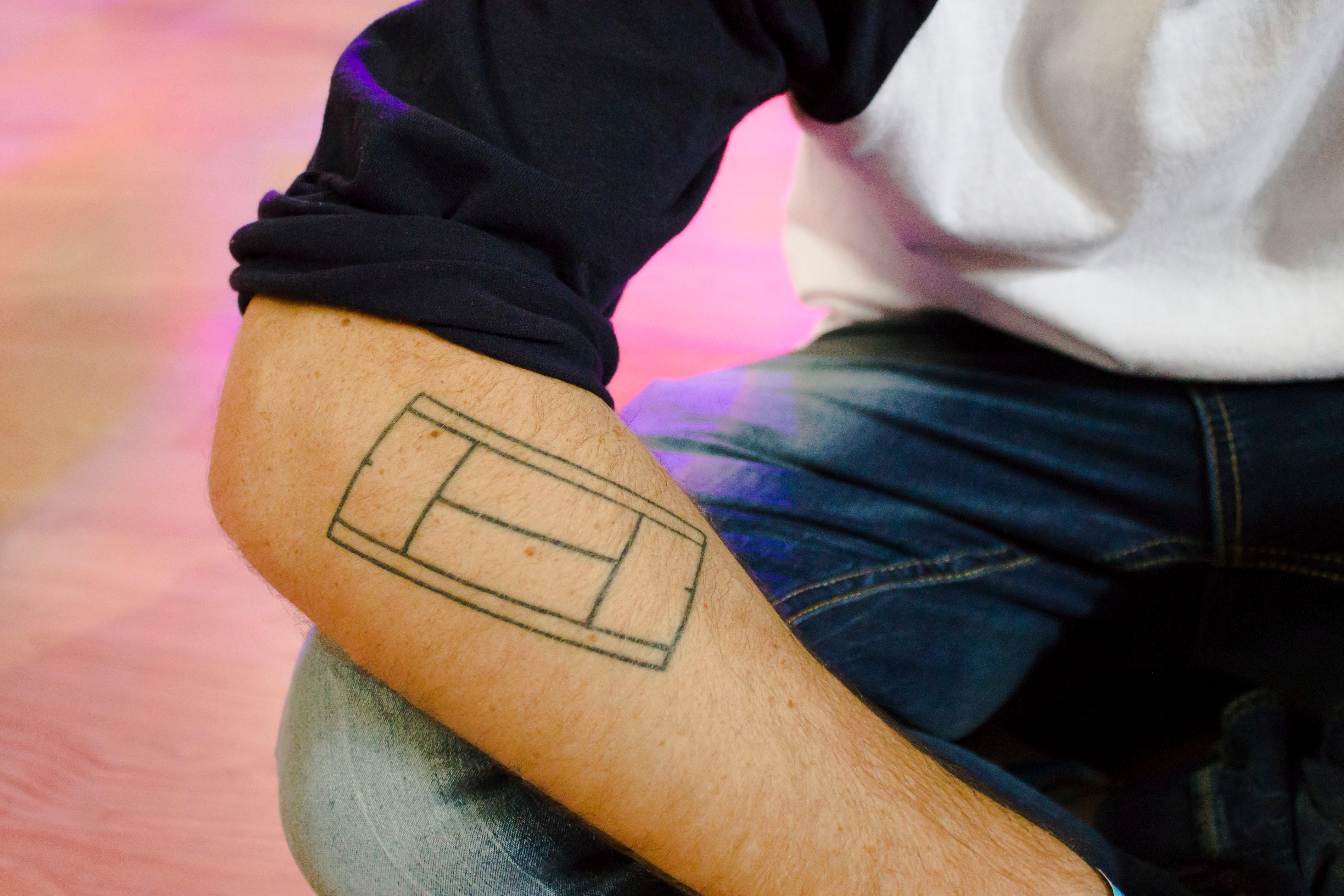 images gratuites : main, jambe, doigt, tatouage, couleur, bras