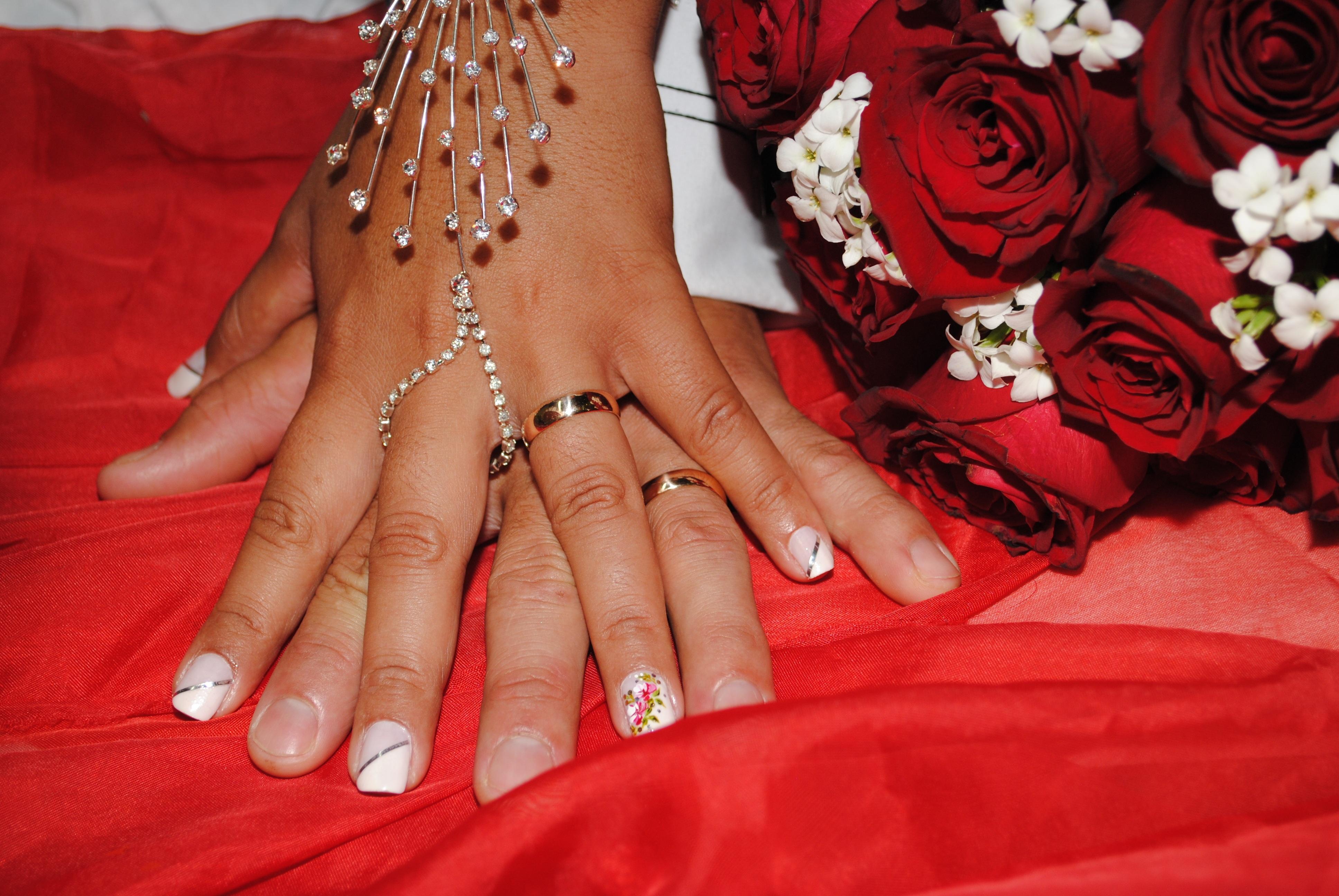 Fotos gratis : mano, pierna, patrón, dedo, rojo, compromiso, uña ...