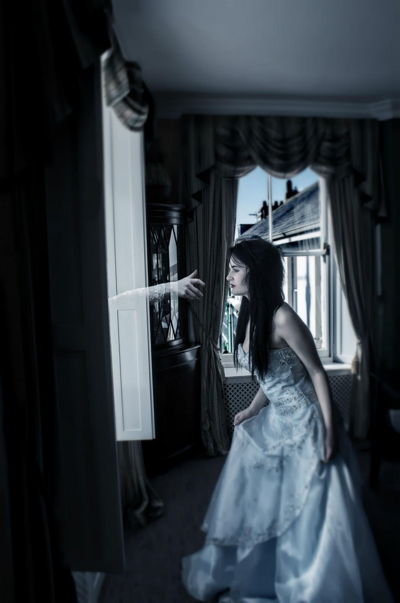 Fotos gratis : mano, ligero, oscuridad, azul, negro, novia ...