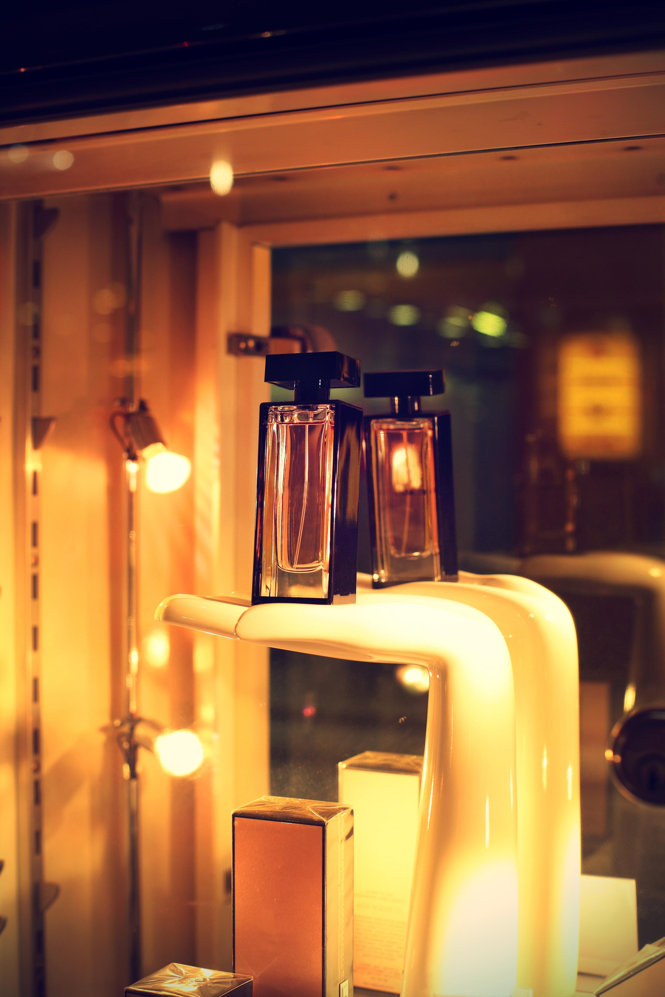 Fotos gratis : mano, ligero, noche, ventana, restaurante, casa, bar ...