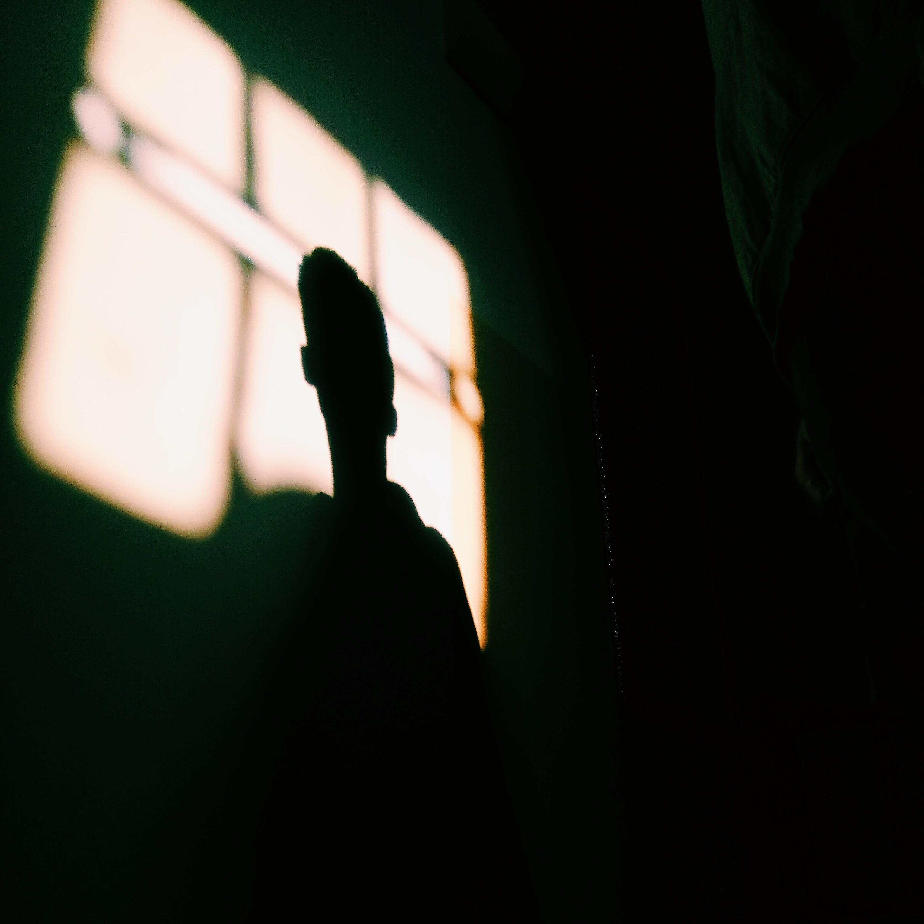 химера пришел фото мужчины в темноте комнате молодая