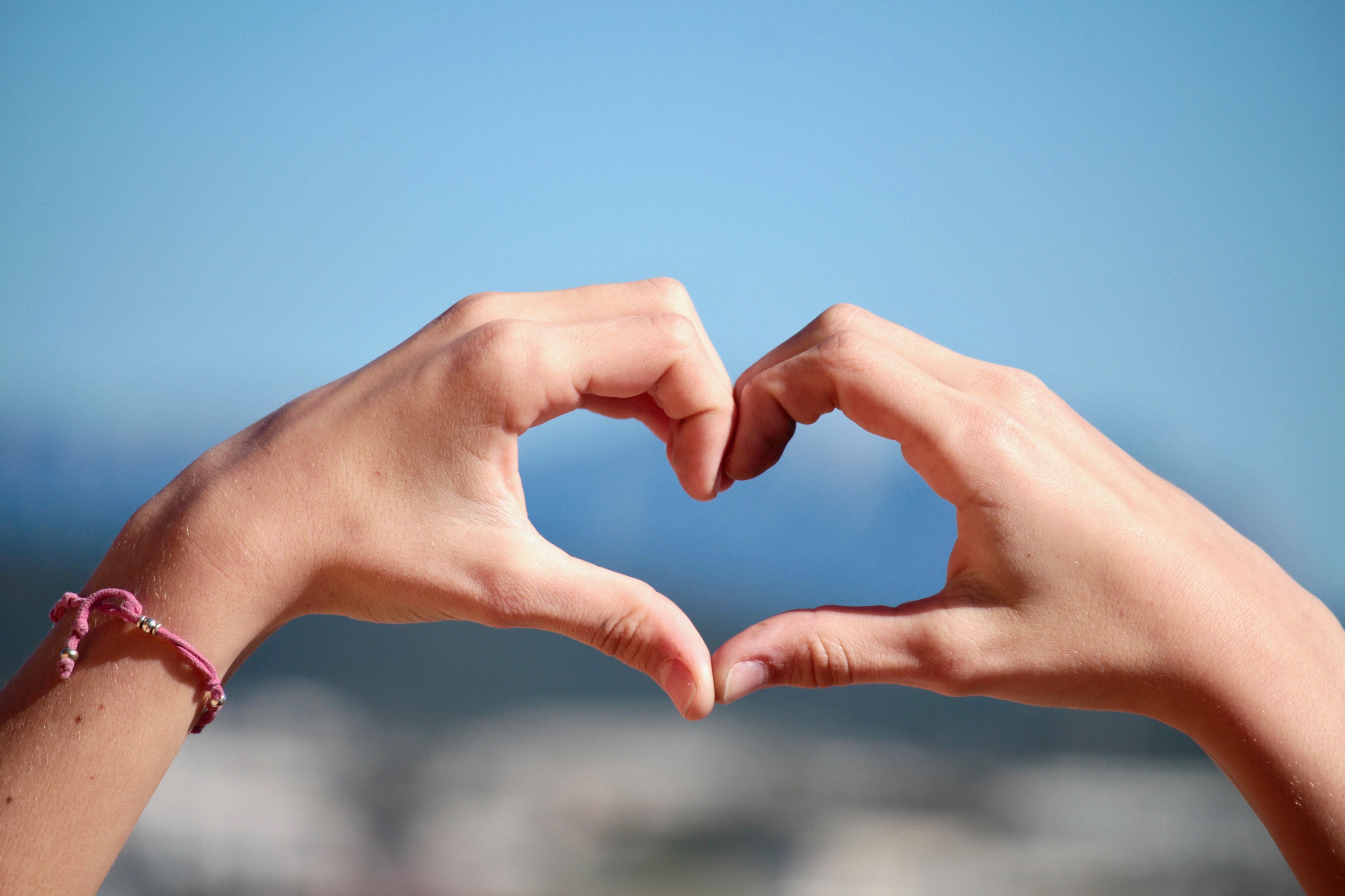 hình ảnh : yêu, ngón tay, Lãng mạn, cánh tay, cơ bắp, nắm tay, cơ thể con người, Tay, Trái tim, niềm đam mê, tinh thần đoàn kết, đàn organ, Cảm xúc, ...