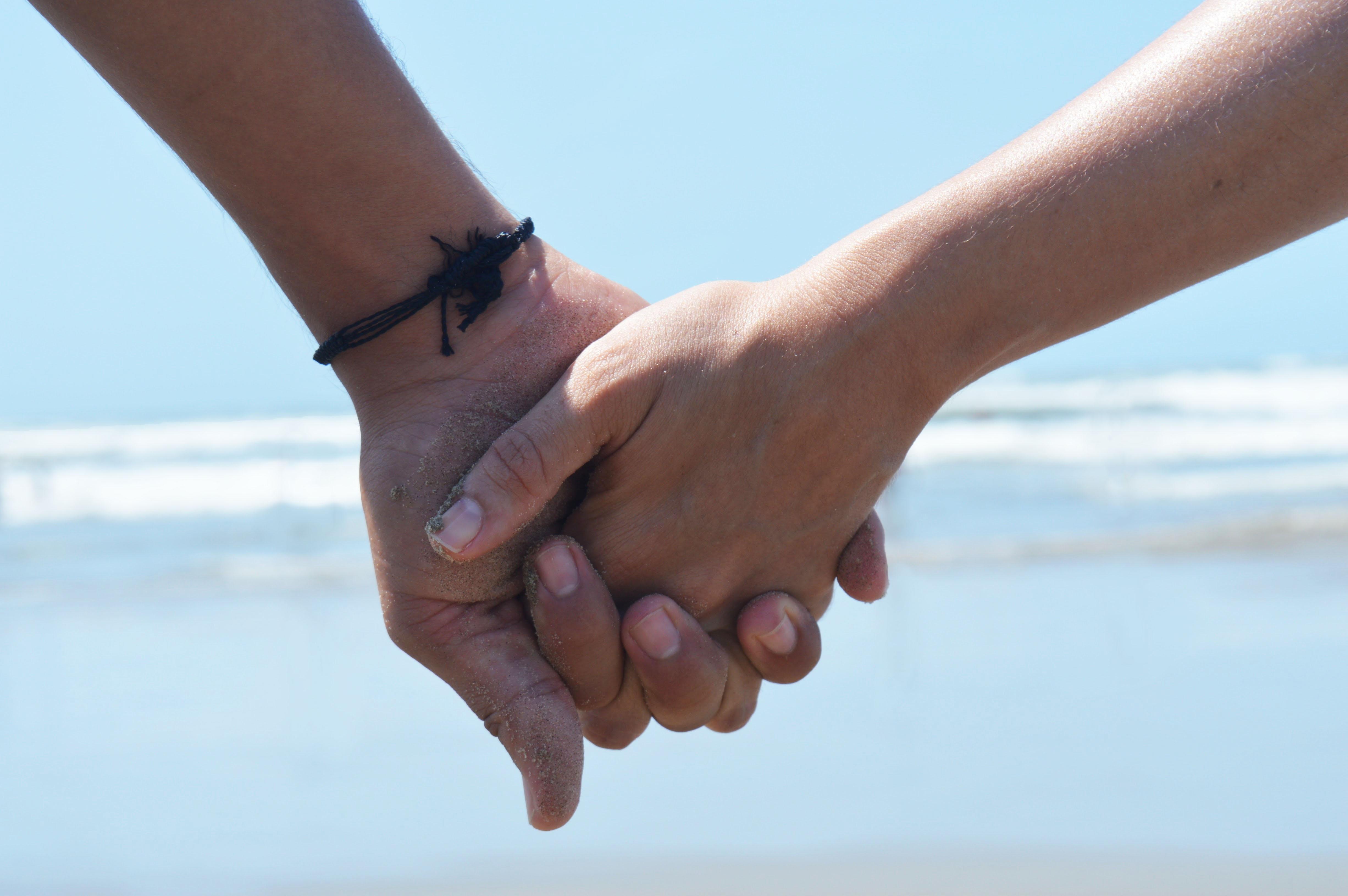 Liebe händchen halten Händchen halten