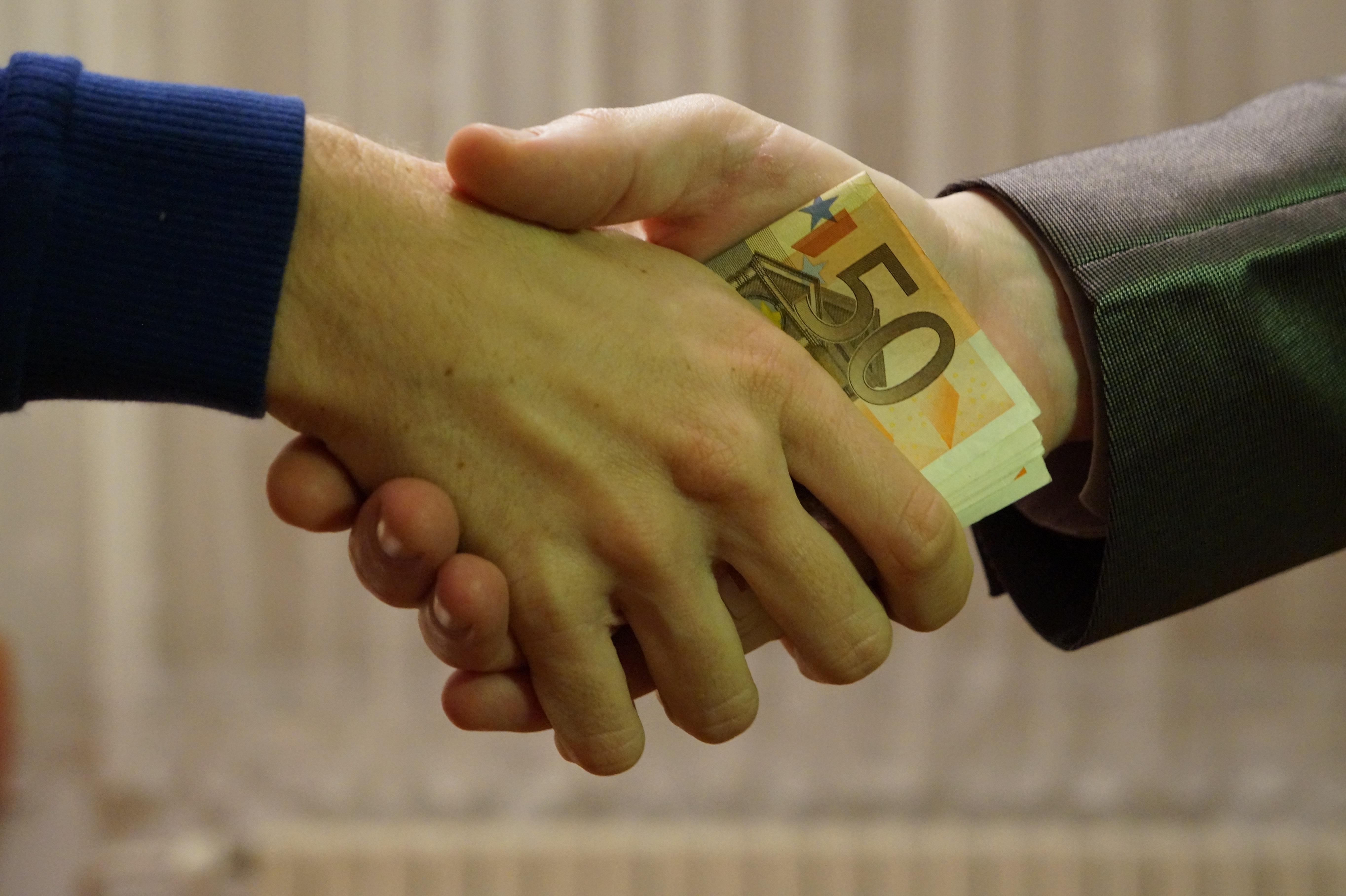 Kostenlose foto : Hand, Mann, Menschen, Bein, Finger, Geld, Markt ...