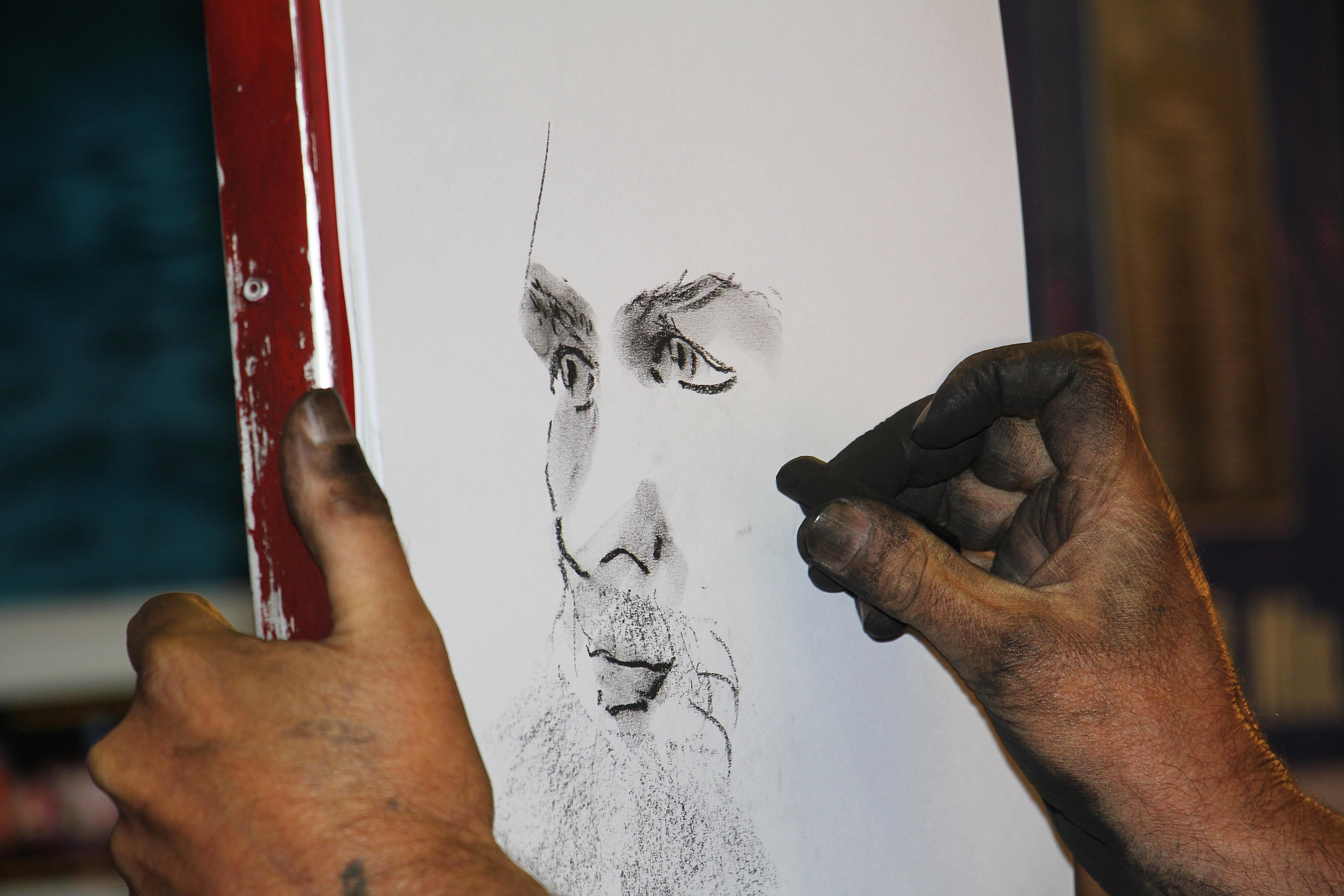 Gambar Tangan Manusia Orang Profil Pria Malam Potret