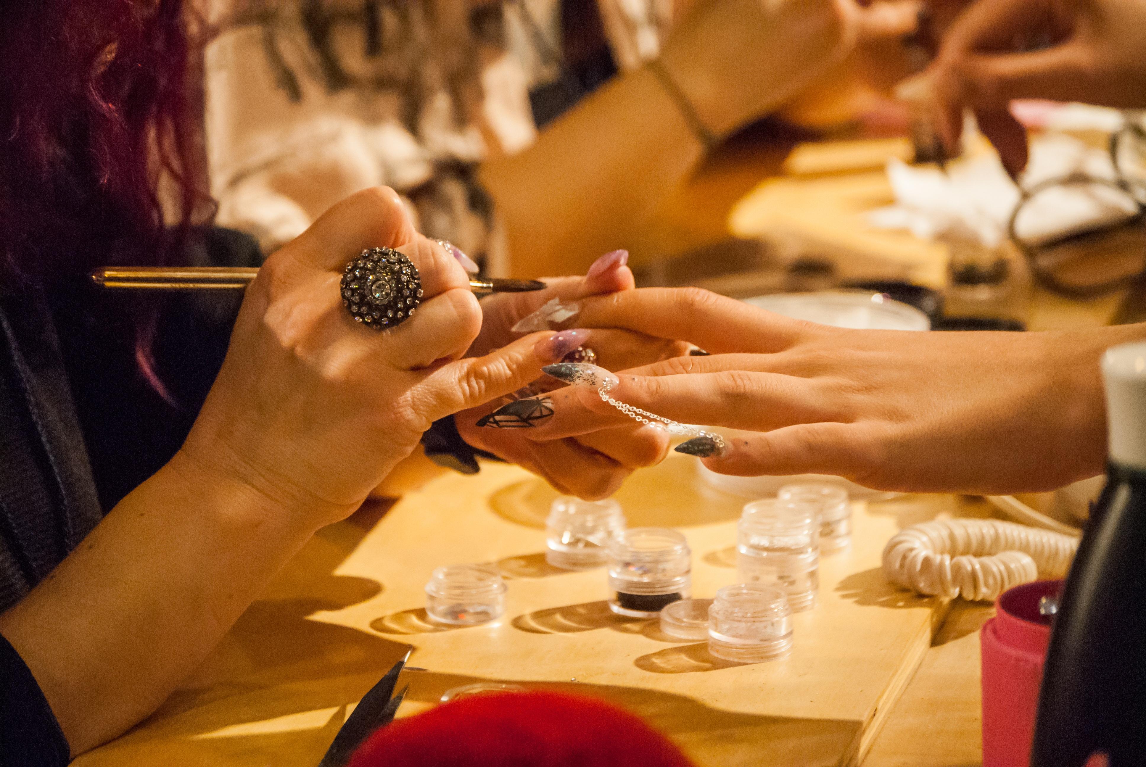 Fotos gratis : mano, hombre, restaurante, modelo, comida, manicura ...