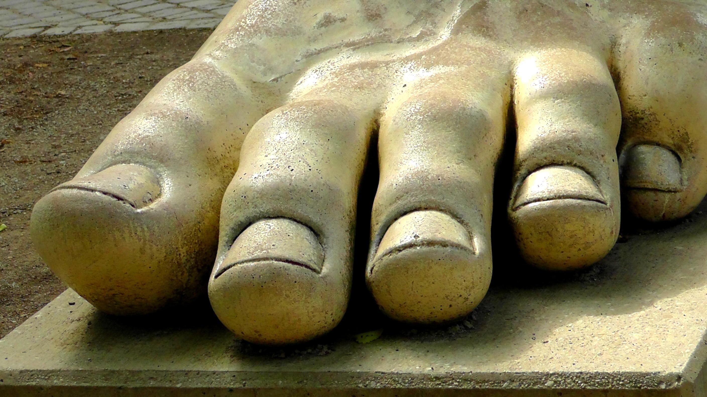Free Images  Hand, Man, Sand, Wood, Feet, Monument, Male, Leg, Finger, Foot, Park -2169