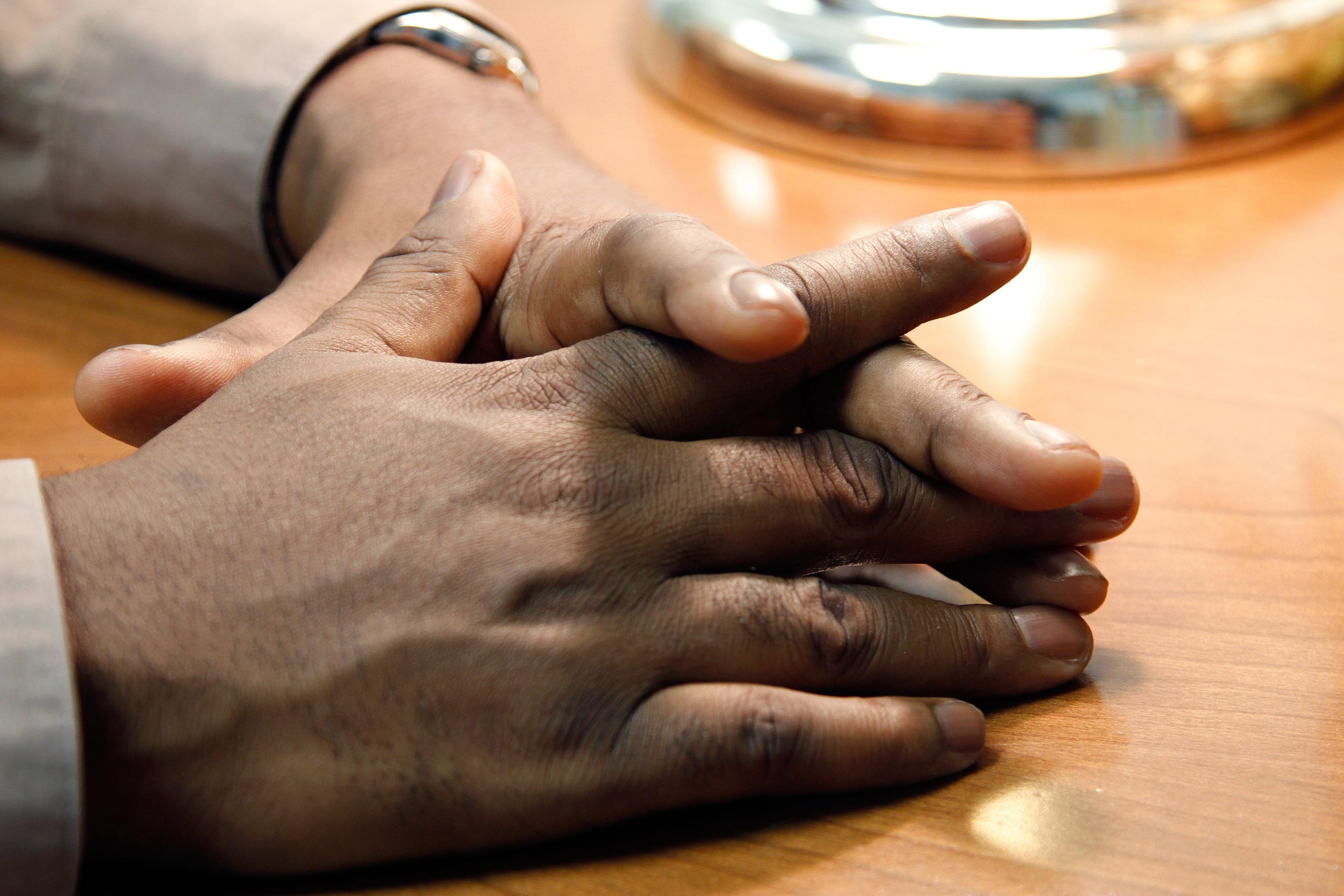 Kostenlose foto : Hand, Mann, Tabelle, männlich, Bein, Finger, Mappe ...