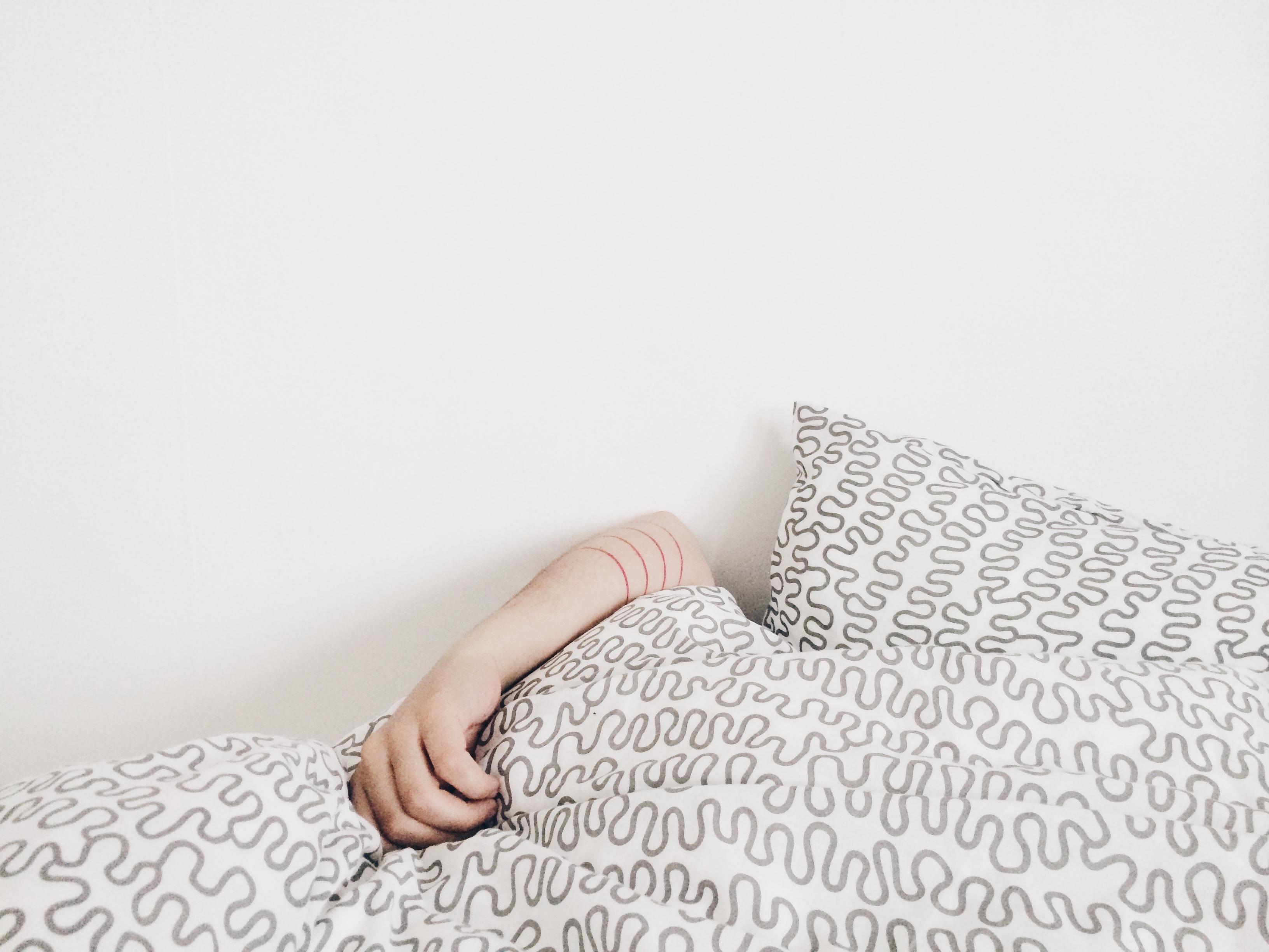 Fotos gratis : mano, Mañana, patrón, dormido, mueble, brazo ...